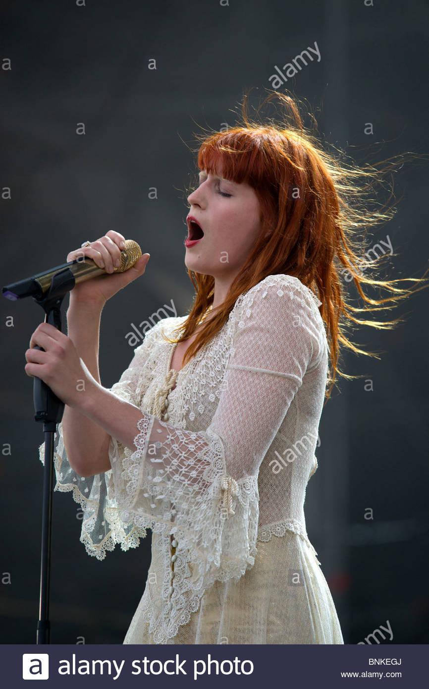 Florence Welch cantante de Florencia y la máquina interpretando en vivo. Imagen De Stock