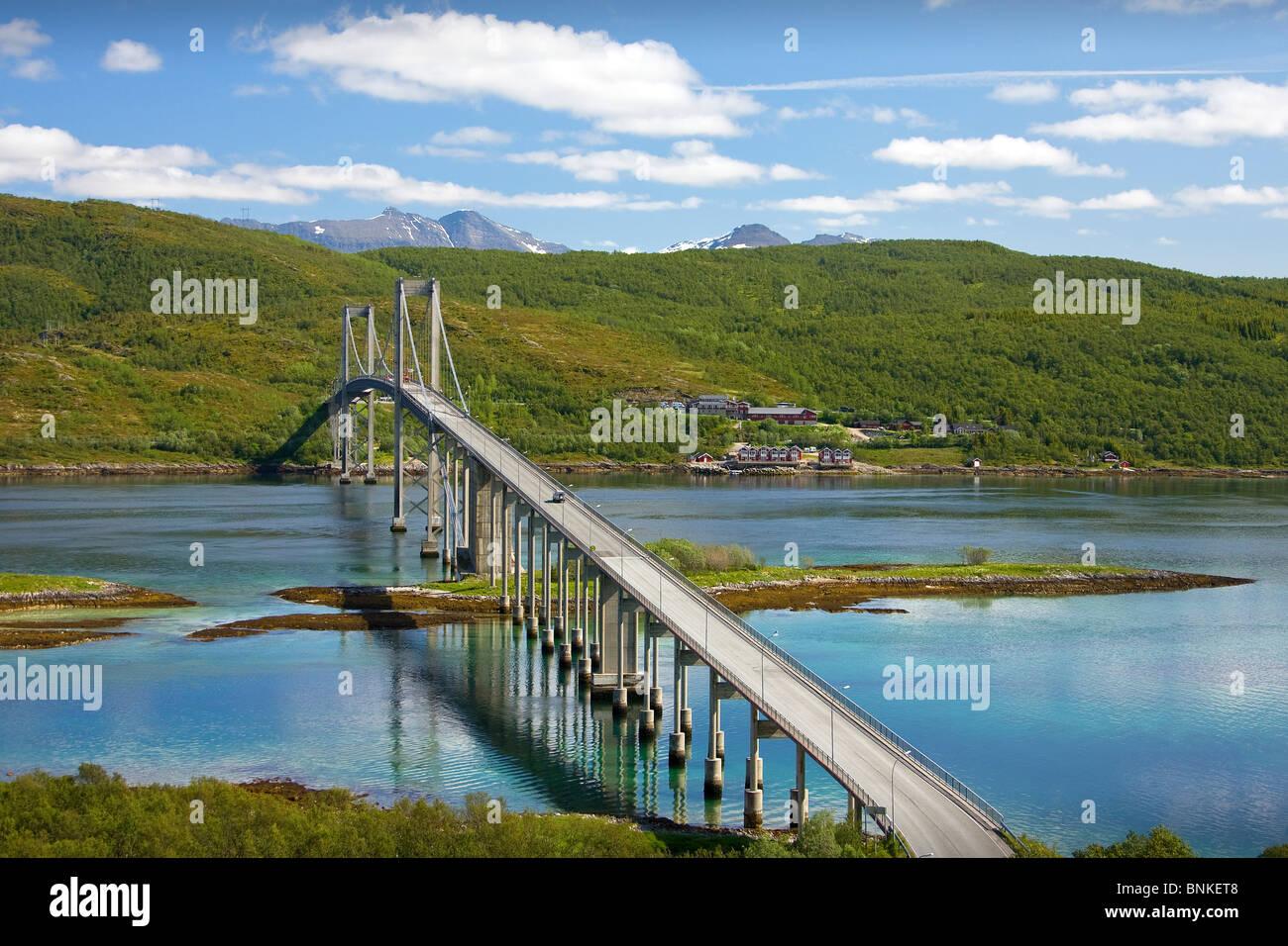 Noruega Escandinavia Tjelsund bridge el flujo del río, cerca de la ciudad de Narvik puente colgante agua viajes Imagen De Stock