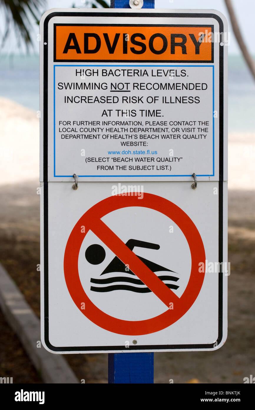 Señal de advertencia, Asesora de Salud de Florida Keys beach Foto de stock