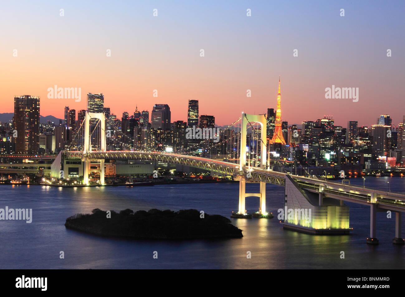 Tokyo Japan Asia Lejano Oriente Shimbashi skyline bloques de pisos altos edificios edificios construcciones puente Imagen De Stock