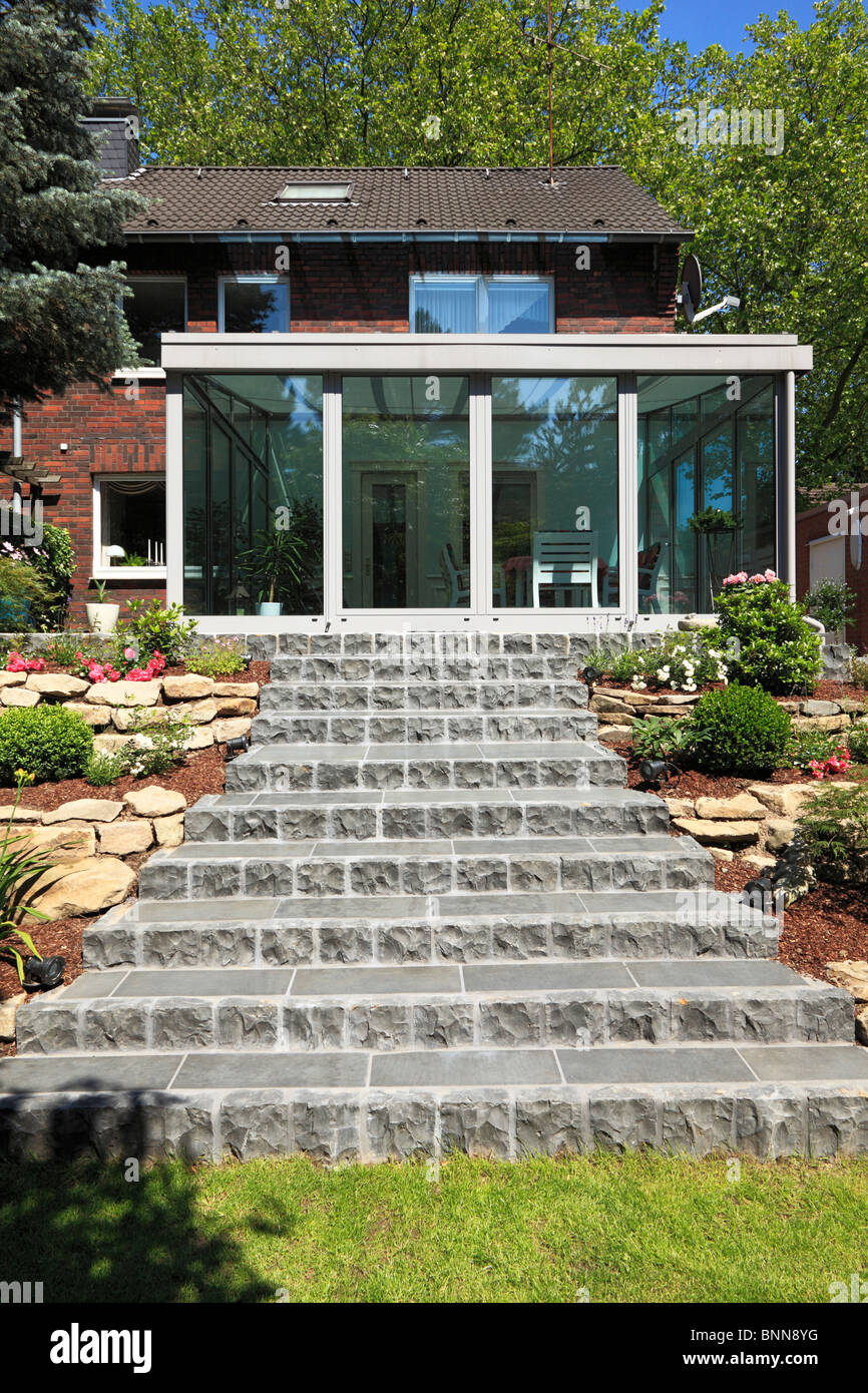 Jard n de invierno casa residencial casa fila lado jard n for Escaleras por fuera de la casa