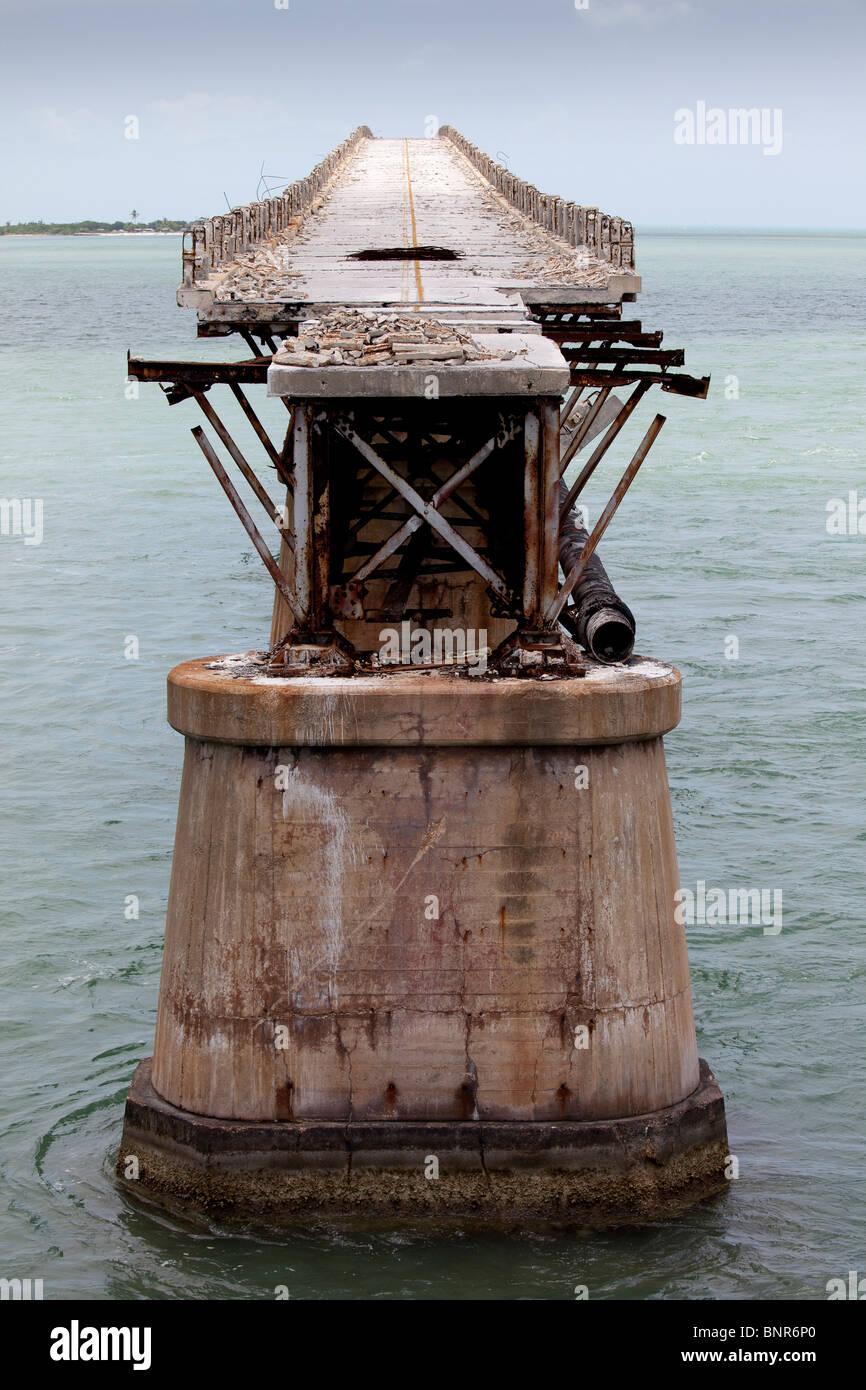 Abra span del puente ferroviario de Bahía Honda, originalmente parte de la Overseas Railroad construido por Henry Flagler. Foto de stock