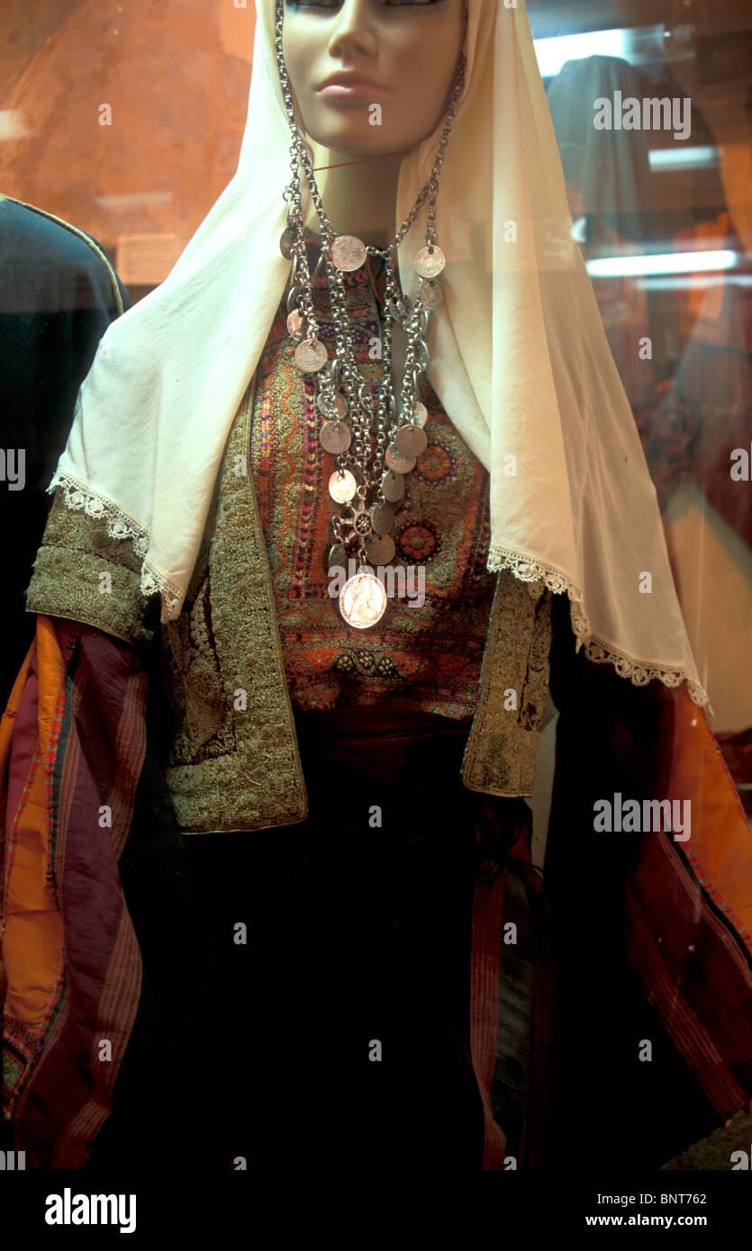 Belén antiguo Museo del Folklore de la Unión de Mujeres Árabes. Un tradicional traje palestino Imagen De Stock