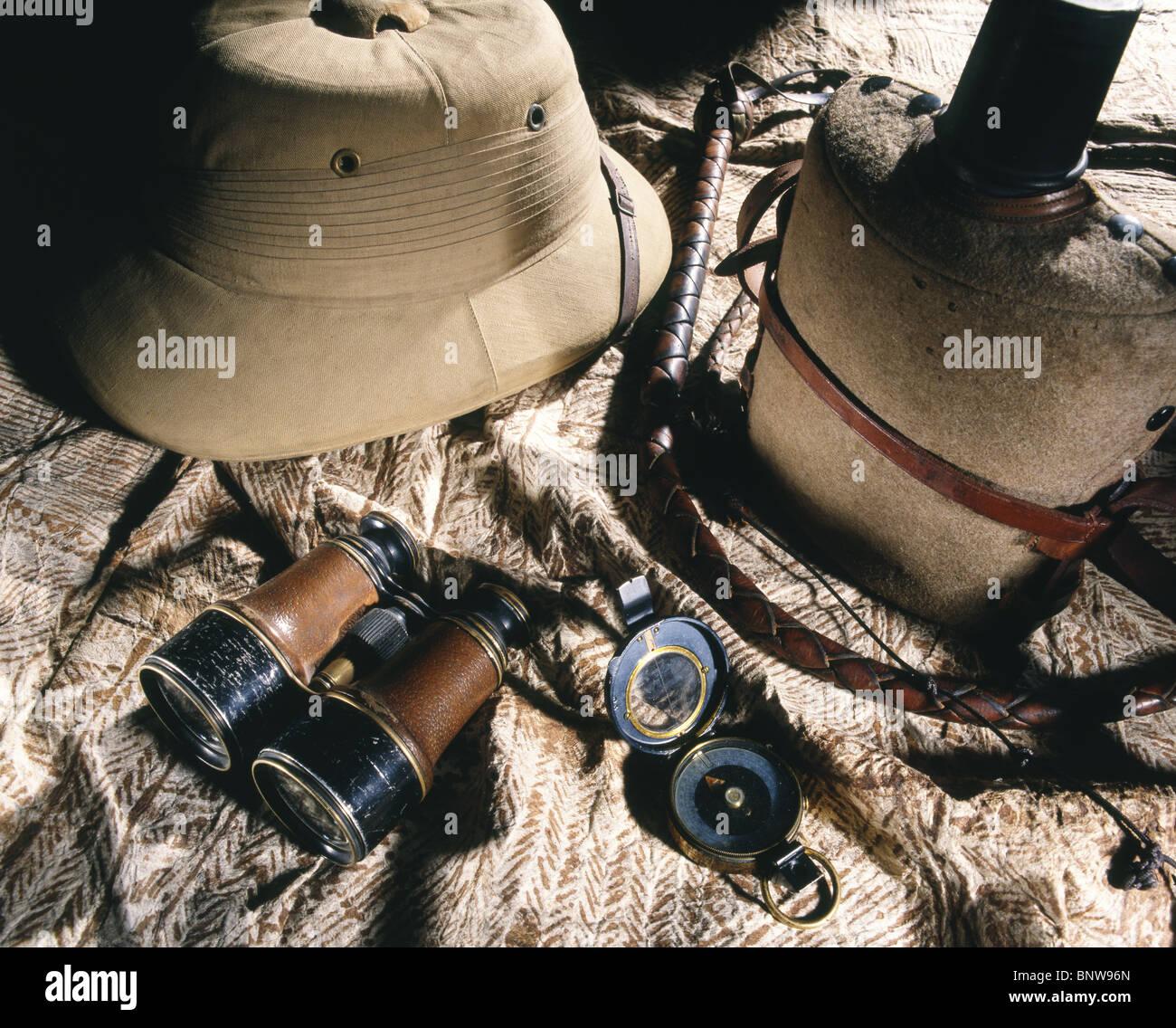 Estilo Indiana Jones aventureros y exploradores equipos para el aire libre  con médula casco acd37bf980d