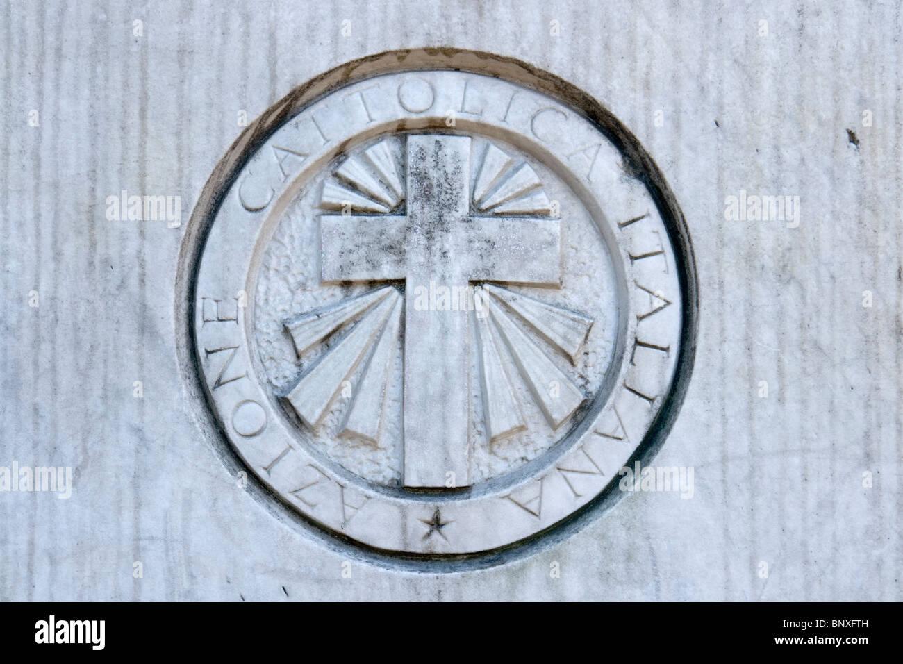 Símbolo tallado de la Azione Cattolica Italiana Imagen De Stock