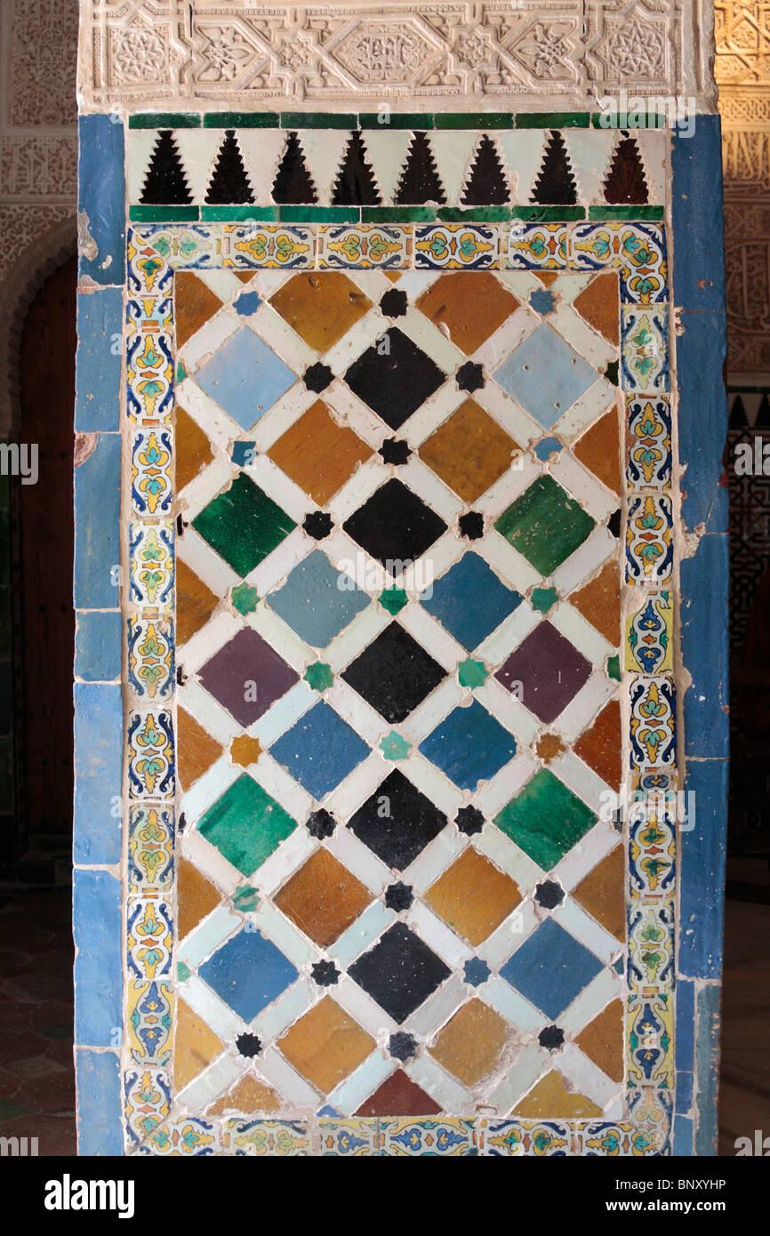 Los Azulejos Originales En Los Palacios Nazaries De La Alhambra En - Azulejos-originales