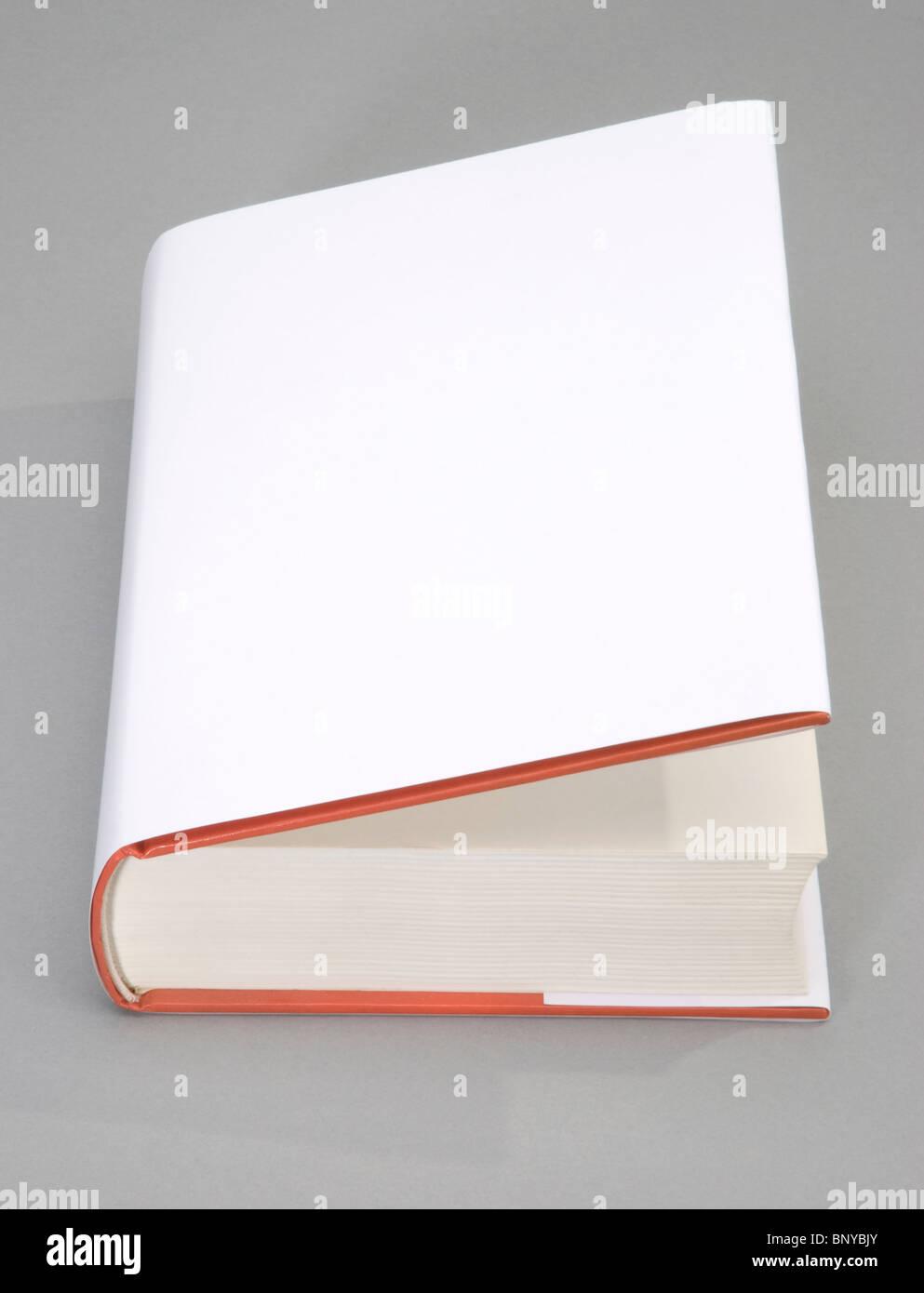 Abre el libro en blanco con cubierta blanca Imagen De Stock