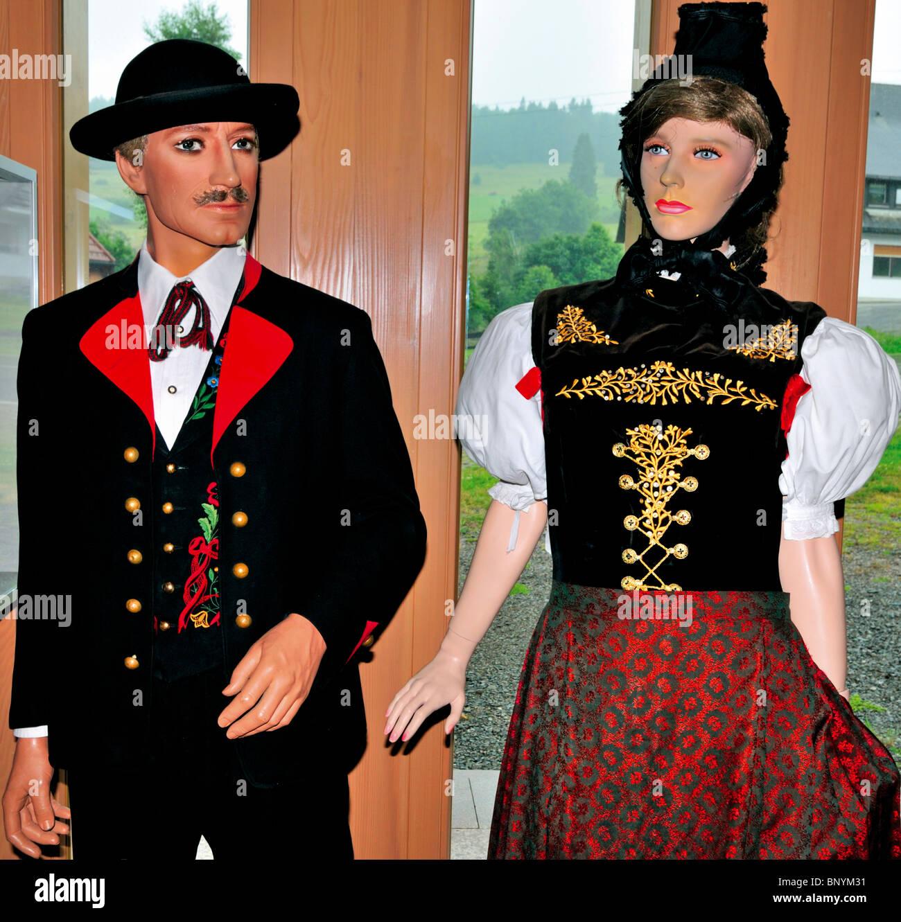 1657d2446 Alemania, la Selva Negra: traje típico de Bernau en el sur del ...
