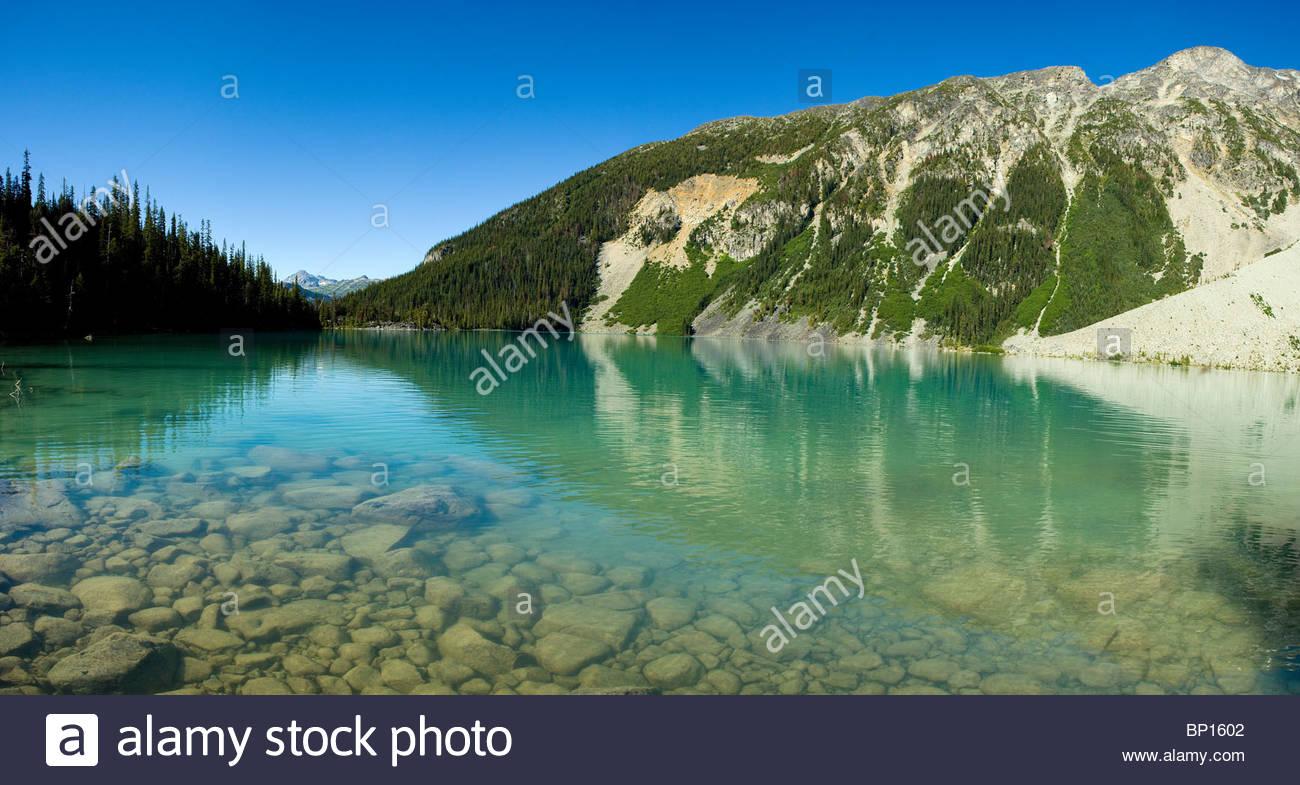 Agua de deshielo de la parte superior del Lago Joffre, Joffrey Lagos Provincial Park, Columbia Británica, Canadá Imagen De Stock
