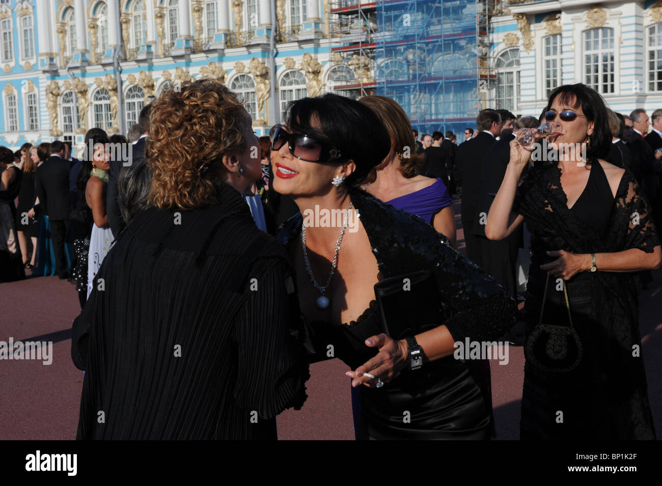 Festividades en frente del Palacio de Catalina, San Petersburgo, Rusia Foto de stock