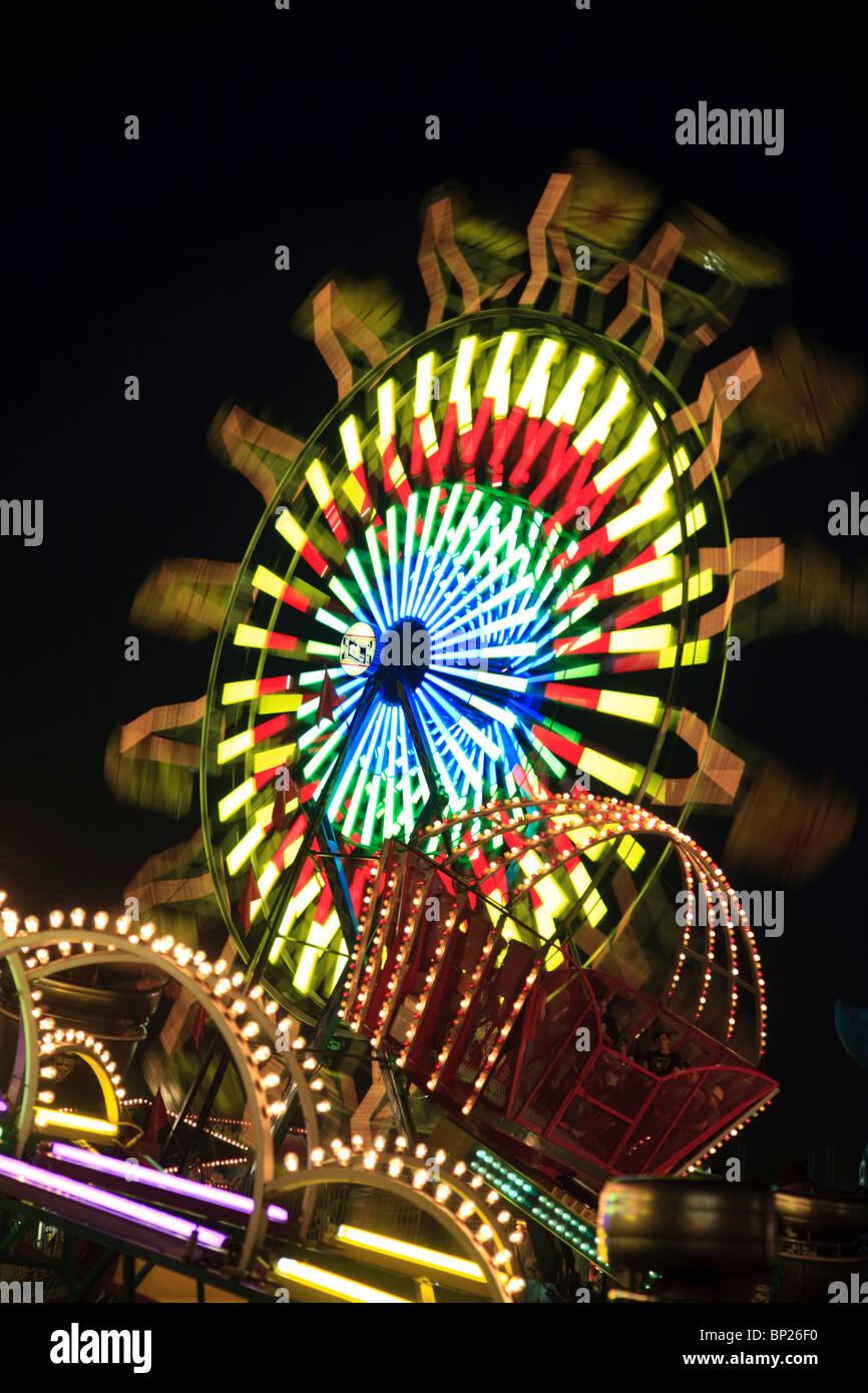 Diversiones con desenfoque de movimiento en la tarde en la Feria del Estado de Kentucky Louisville Kentucky Midway Imagen De Stock