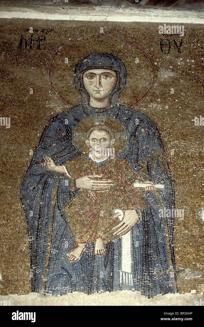 1103. HAGIA Sophia, la 12ª. C. mosaico que representa a María con el niño Cristo Imagen De Stock