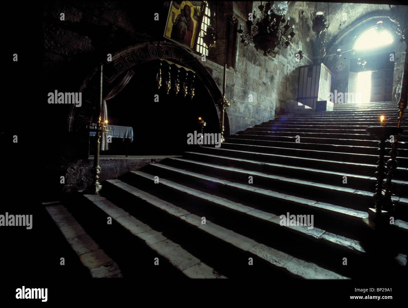 2827.Iglesia de la tumba de María - escaleras que conducen desde la entrada a la tumba de san. María Imagen De Stock