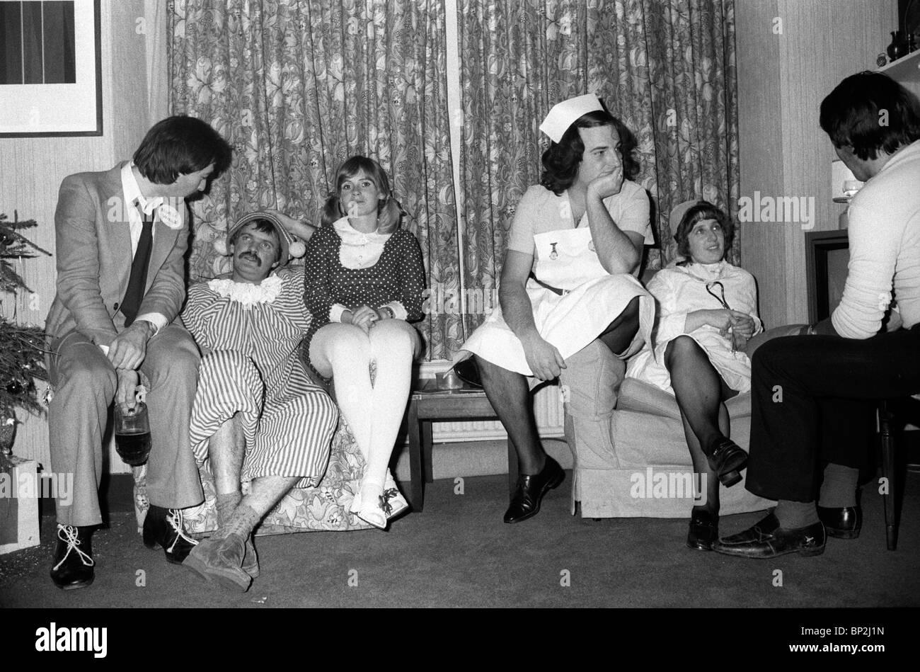 1980 clase media Inglaterra Fancy Dress party London UK 80s HOMER SYKES Imagen De Stock