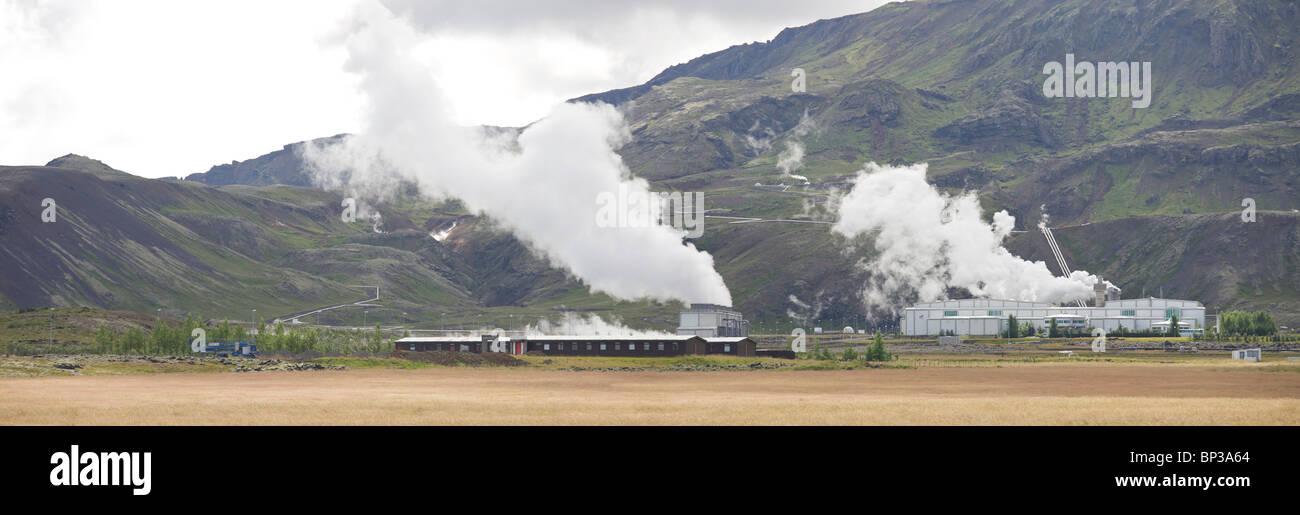 Power Plant Nesjavalla en el Parque Nacional Thingvellir, cosechas electricidad a partir de energía geotérmica. Imagen De Stock