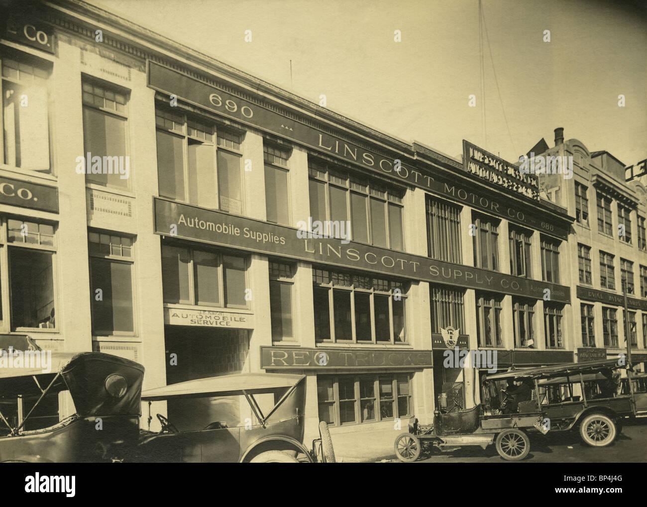 Octubre de 1920 foto del exterior de la Linscott Motor Company, 690 Beacon Street, Boston, Massachusetts. Foto de stock