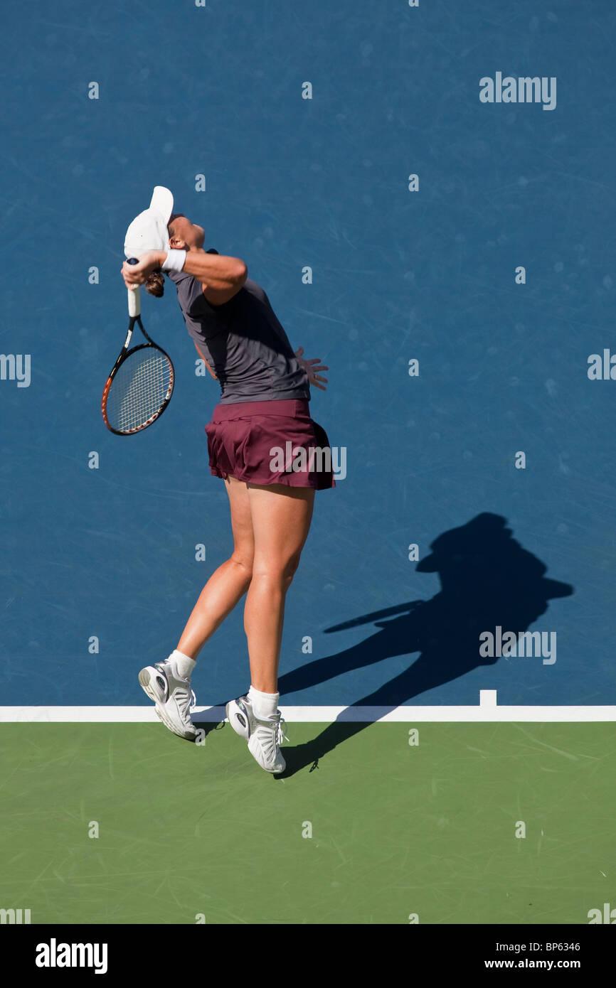 Cara Black (ZIM) compitiendo en la final de dobles femeninos en la edición 2009 del US Open de tenis Imagen De Stock