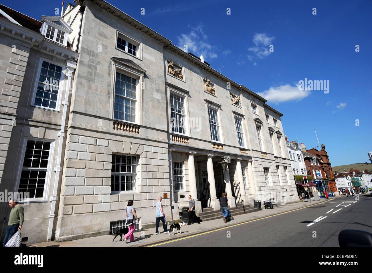 Lewes Crown Court en Lewes High Street Foto de stock