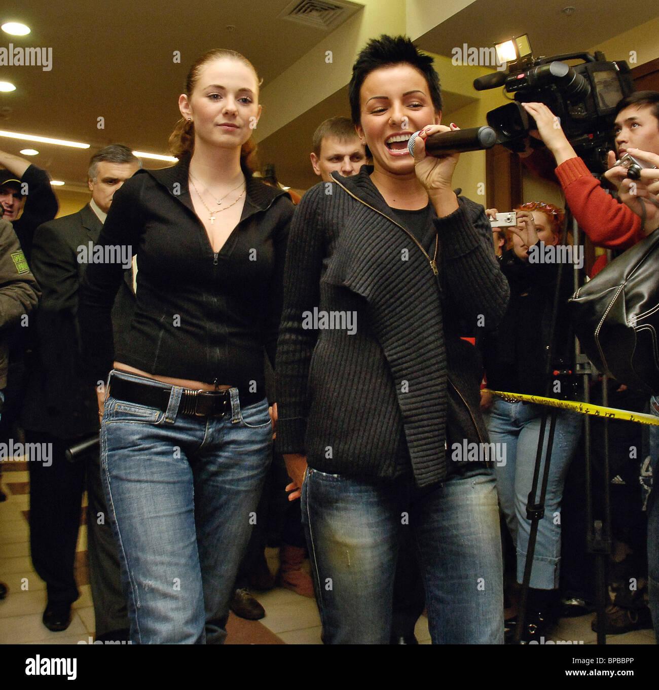 Tatu dúo pop de sesiones de autógrafos celebrada en Moscú Imagen De Stock