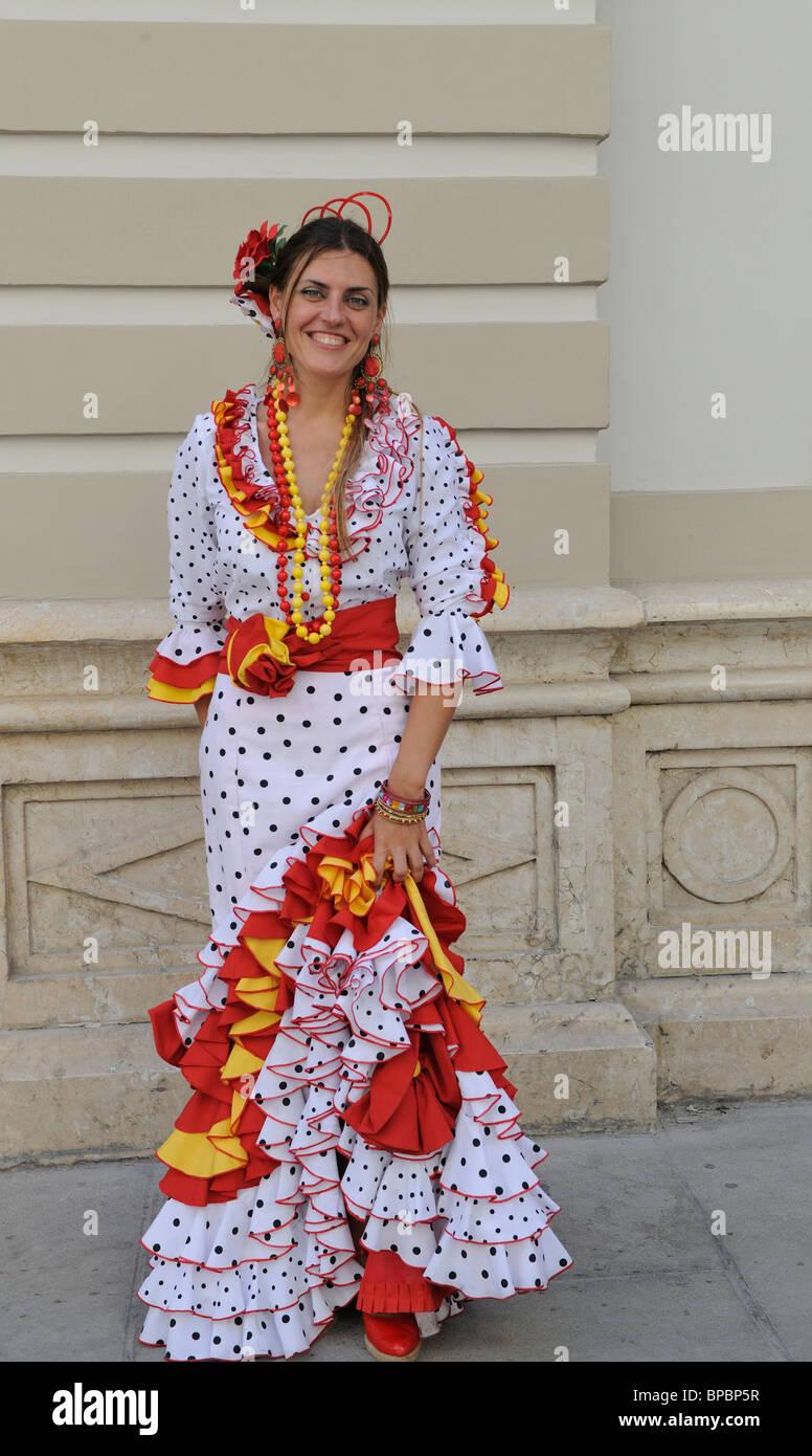 Señora en traje tradicional de España Málaga Málaga Feria Feria de Málaga  España fiesta Imagen De 94b09294f68