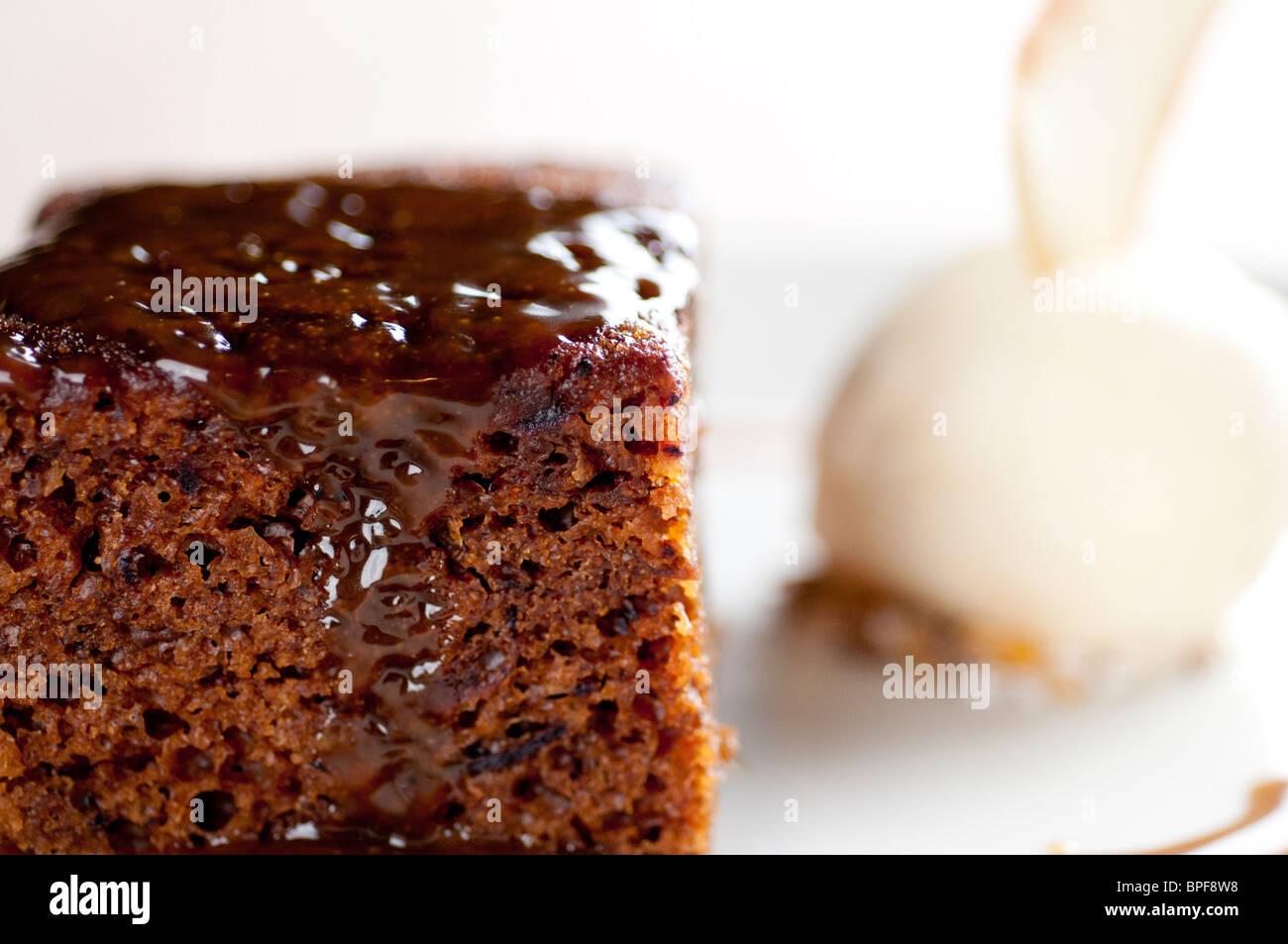 Comida de pub tradicional inglés - Pudding de toffee Imagen De Stock