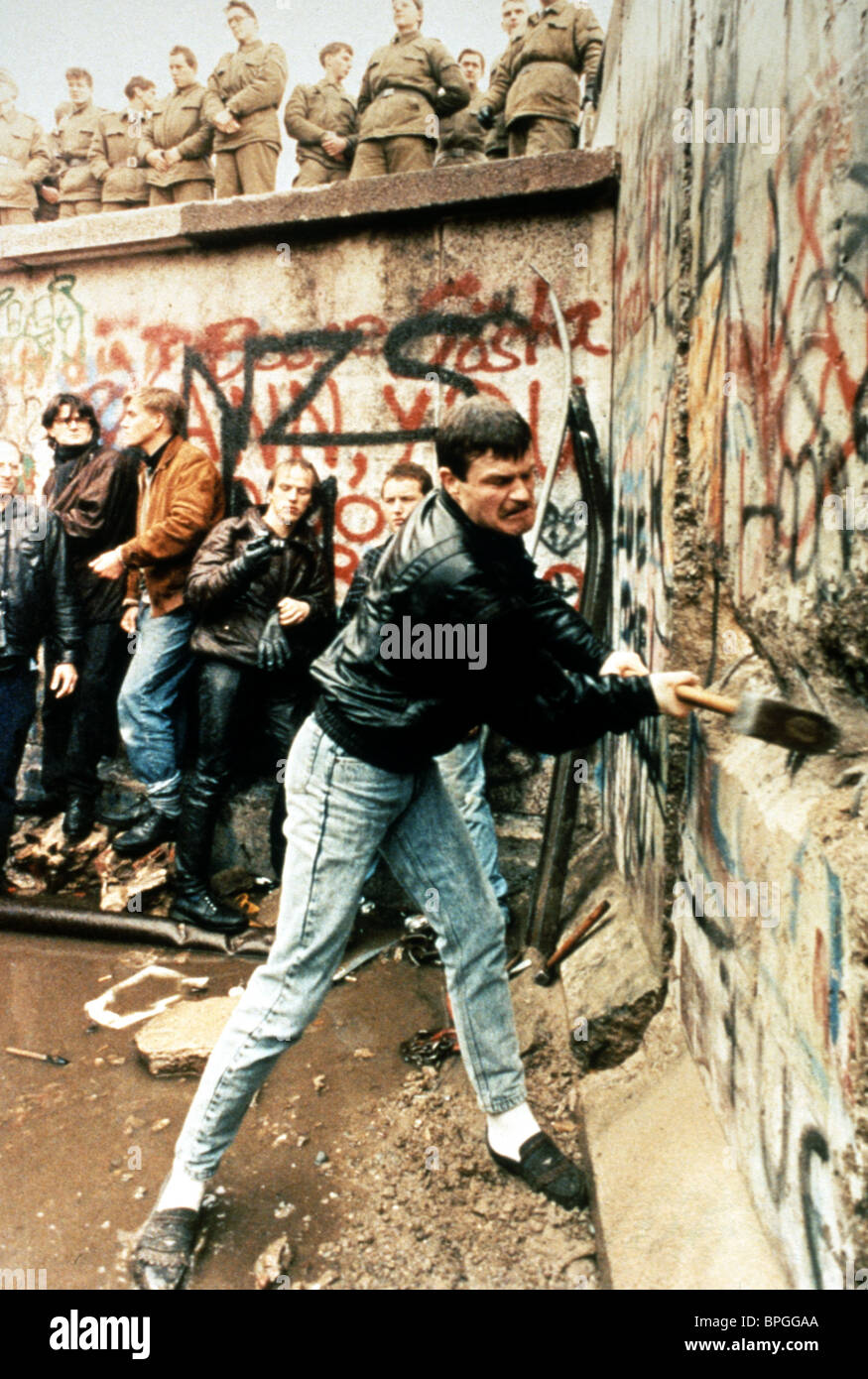 Muro de Berlín BAJANDO Guerra Fría (1998) Imagen De Stock