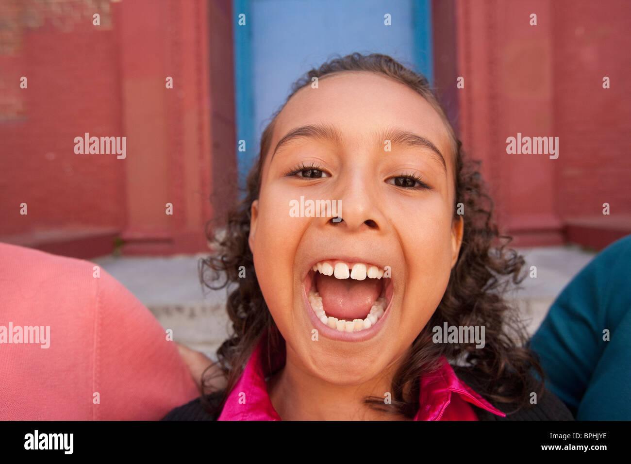 Chica hispana haciendo una cara, Boston, Massachusetts, EE.UU. Imagen De Stock