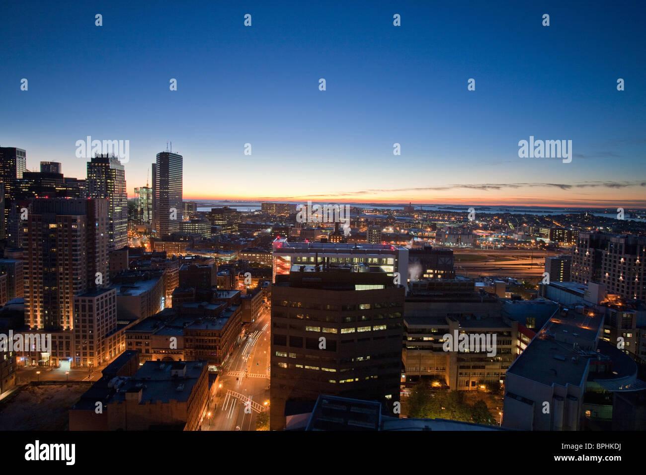 Edificios en una ciudad, Kneeland Street, Chinatown, el condado de Suffolk, Boston, Massachusetts, EE.UU. Imagen De Stock