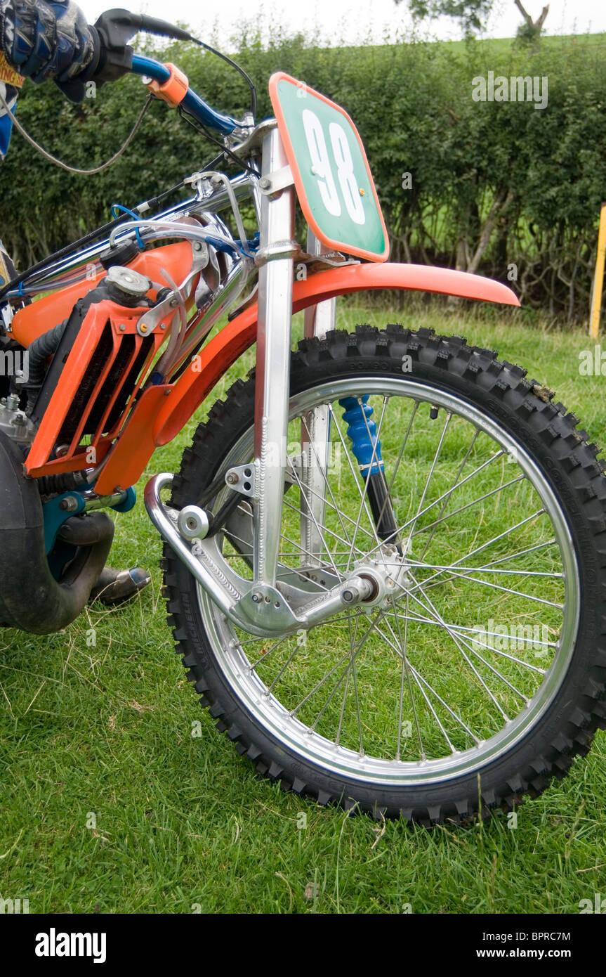 Pista de césped speedway bike horquillas delanteras suspensión neumático rueda grasstrack grasstracking Imagen De Stock