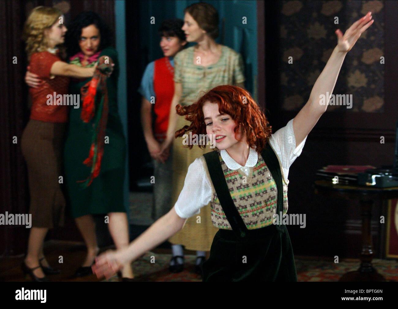 EMMA WATSON LUCY COHU YASMIN PAIGE Emilia Fox & Lucy Boynton, zapatos de ballet (2007). Imagen De Stock