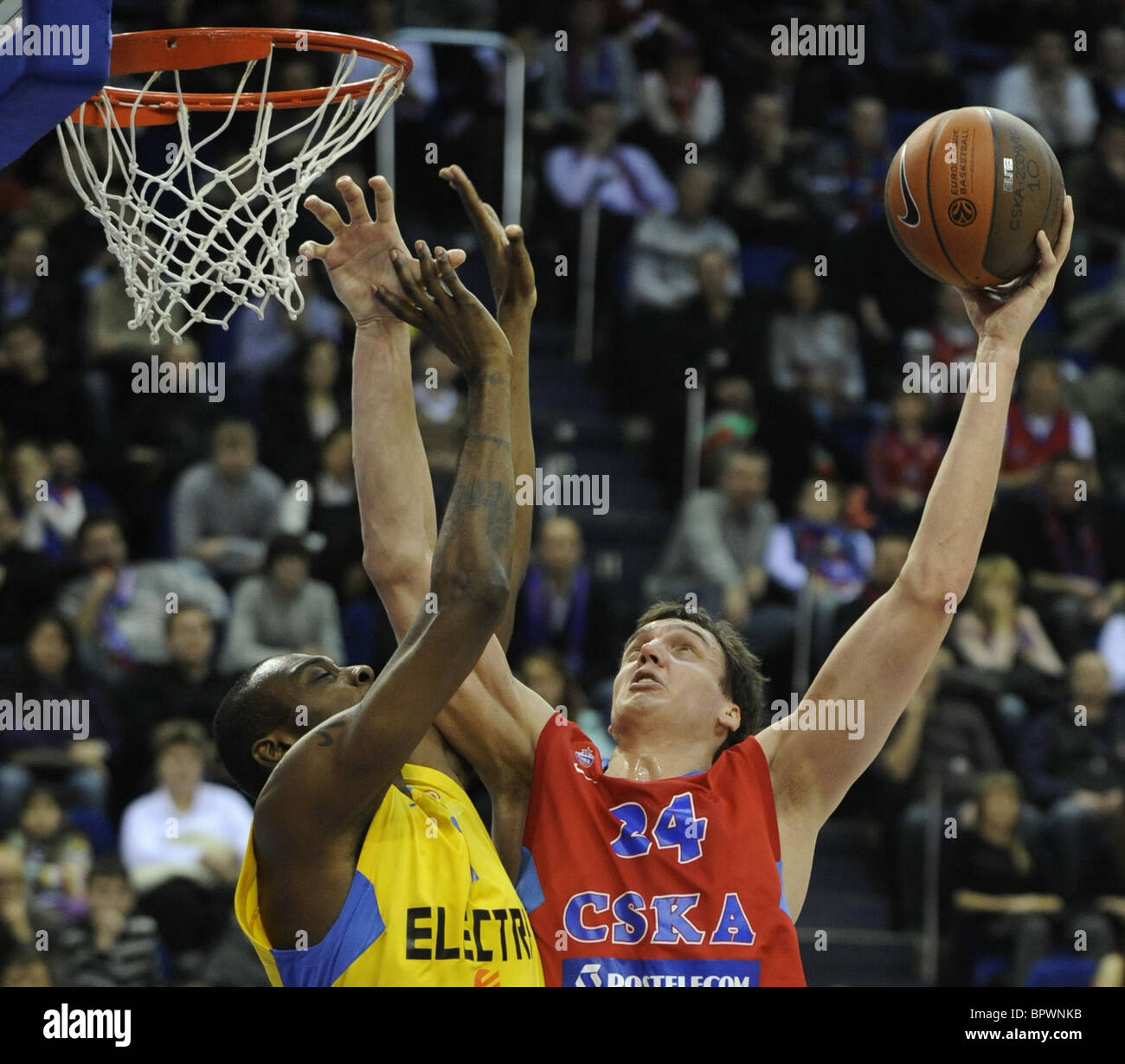 La Euroliga de baloncesto: CSKA Moscú 77 - 72 El Maccabi Electra Tel Aviv. Imagen De Stock