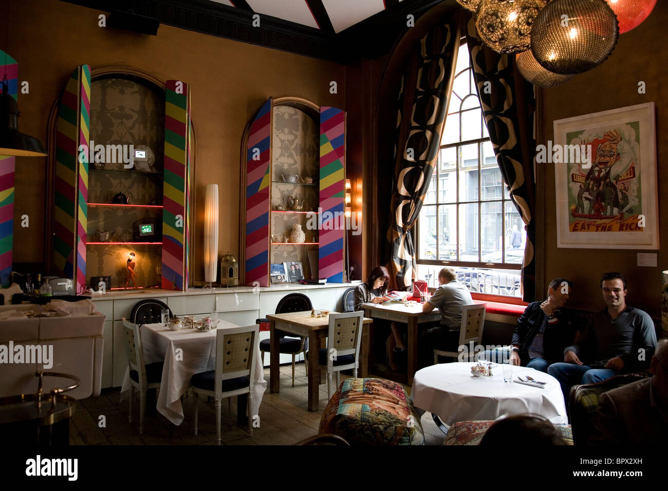 Sketch restaurant im genes de stock sketch restaurant - Salon de the londres ...