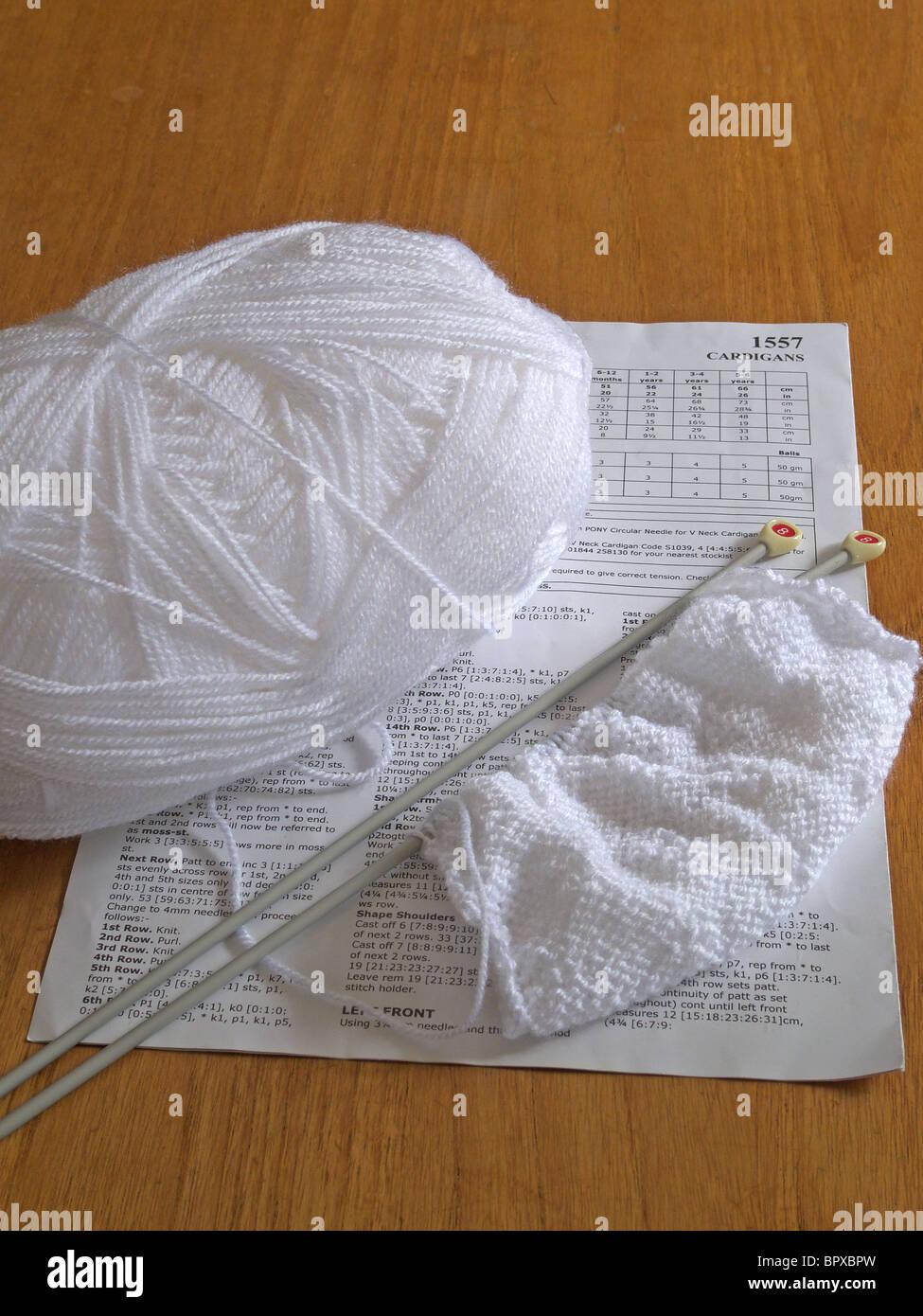 Ball Of White Wool Imágenes De Stock & Ball Of White Wool Fotos De ...