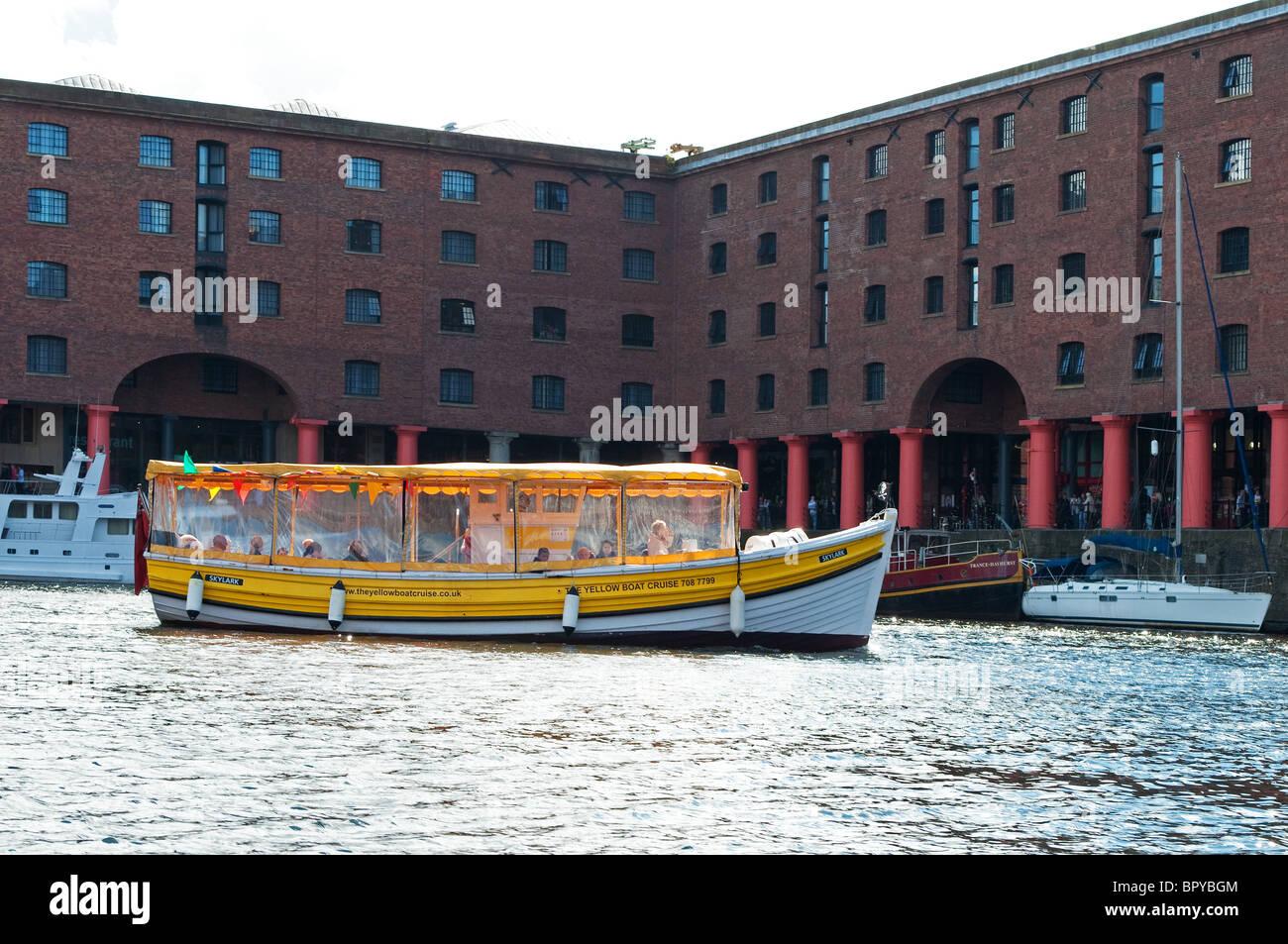 Un recorrido en barco en el Albert Dock en Liverpool, Reino Unido Imagen De Stock