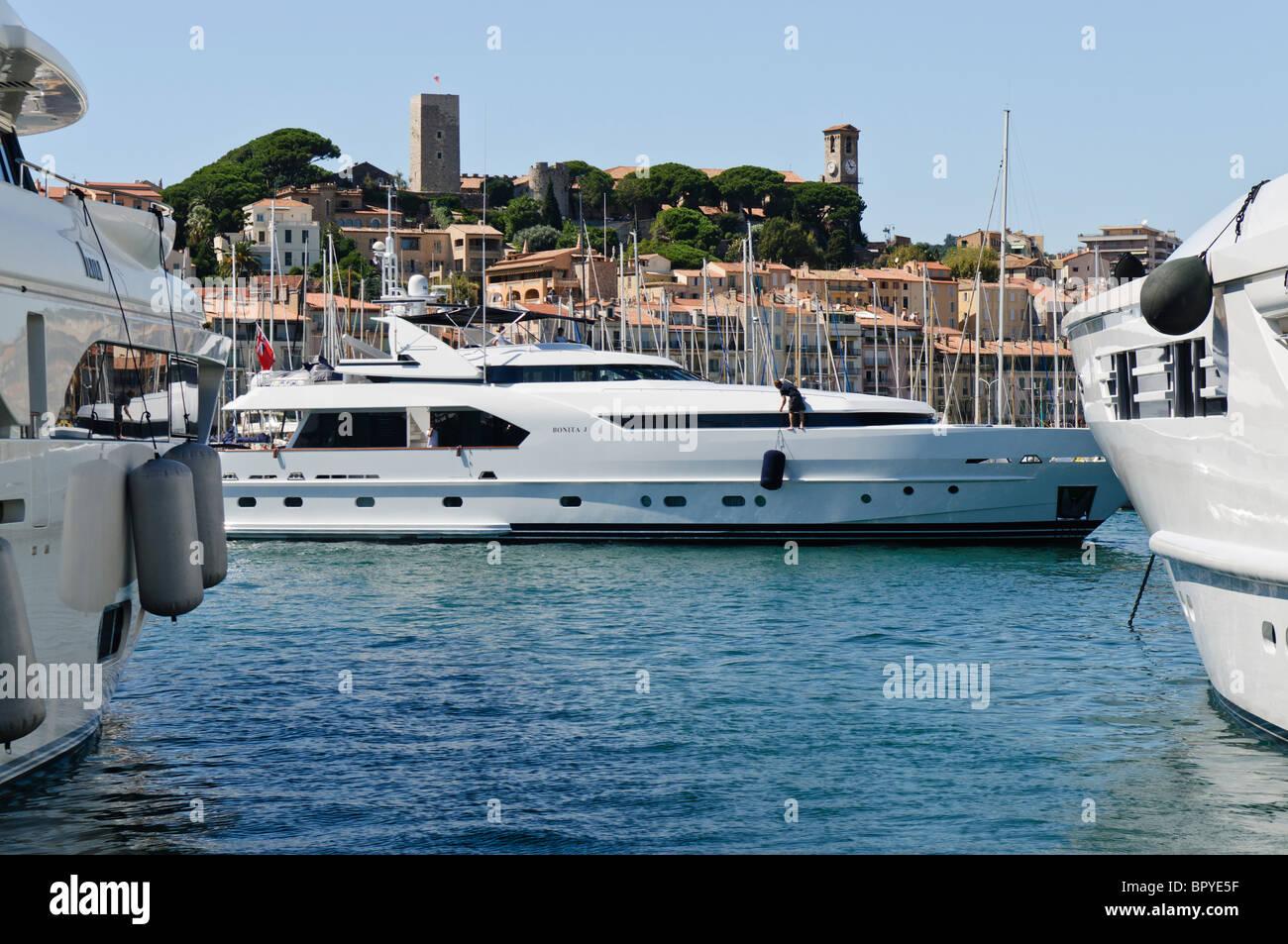 "Superyacht Bonita ""J"" en la Marina de Cannes Imagen De Stock"