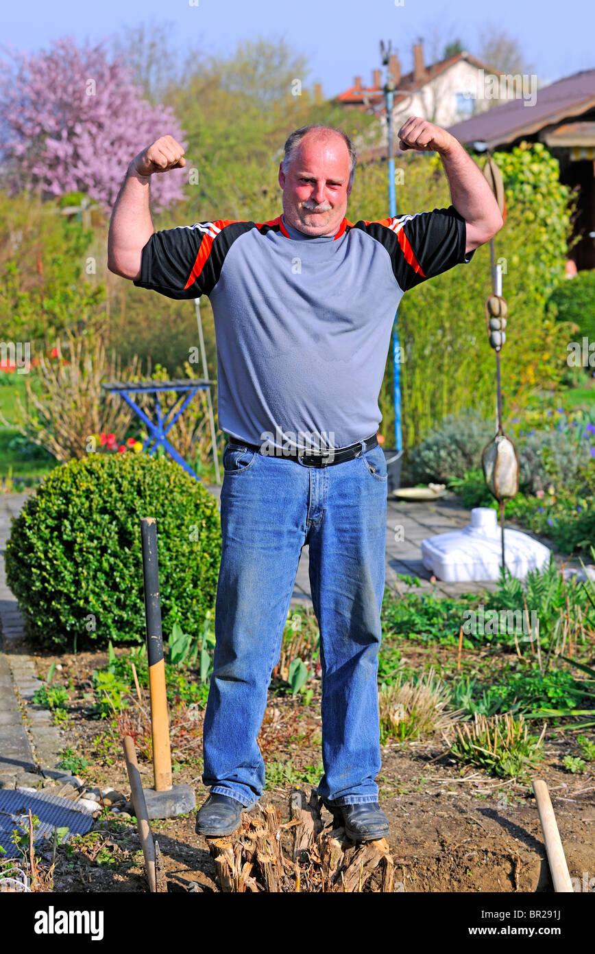 Hombre maduro, mostrando sus músculos Imagen De Stock