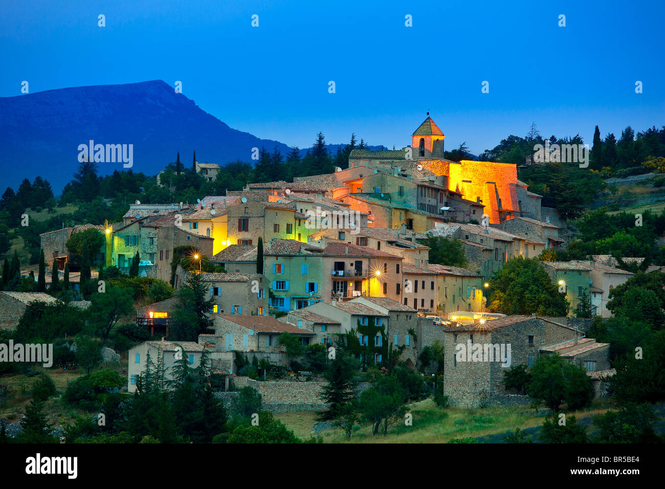 Europa, Francia, Vaucluse (84), posado aldea de Aurel Imagen De Stock