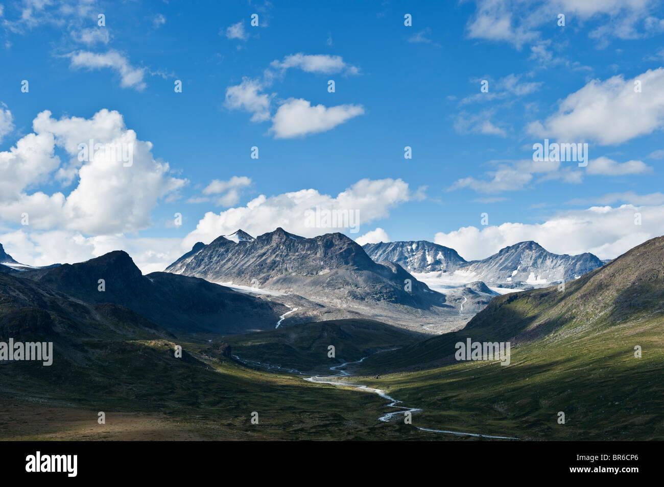 Memurudalen y las montañas del Parque Nacional de Jotunheimen, Noruega Foto de stock