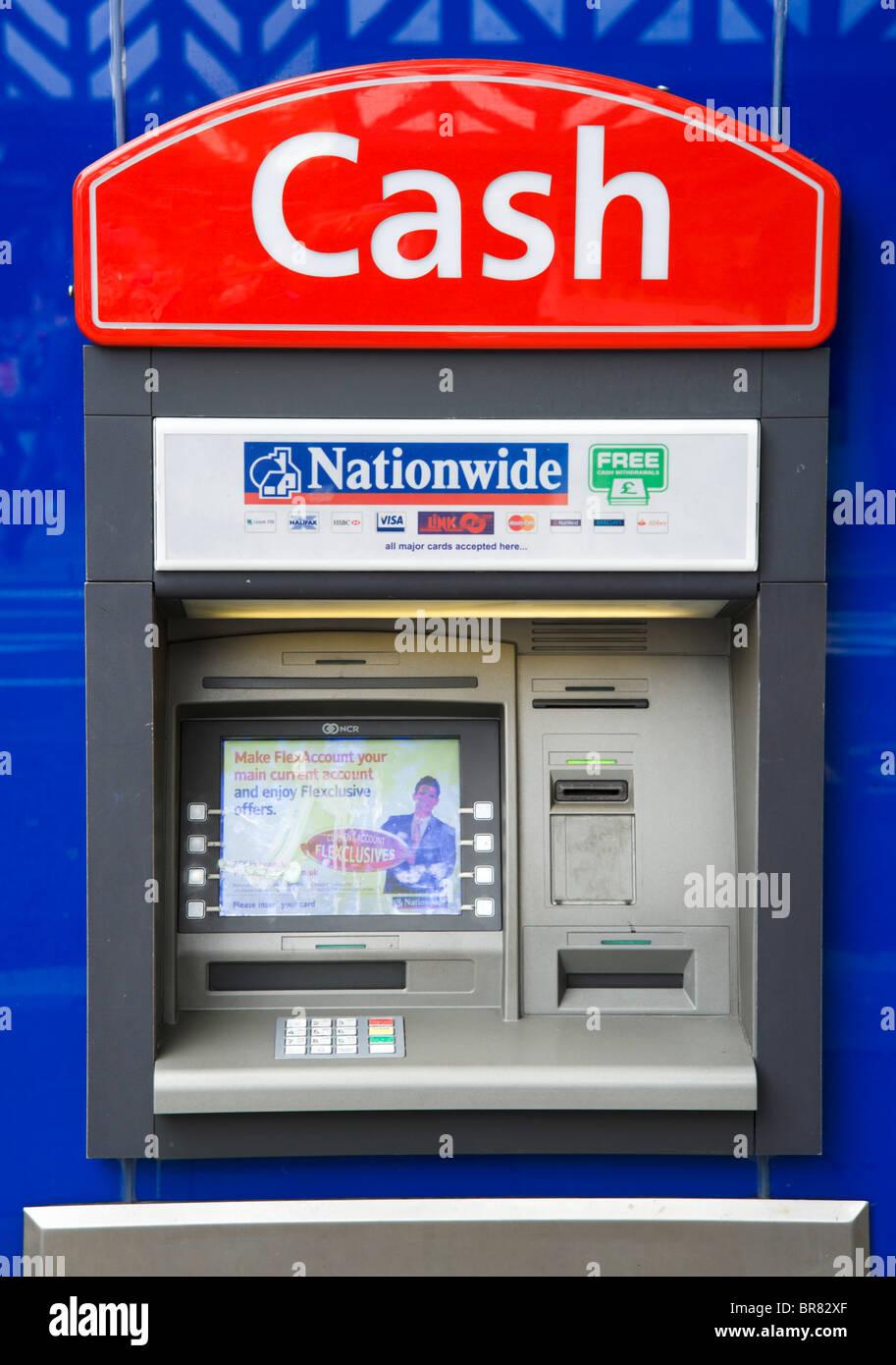 Nationwide cajero automático en el centro de la ciudad, Cheshire, Inglaterra, Reino Unido. Imagen De Stock