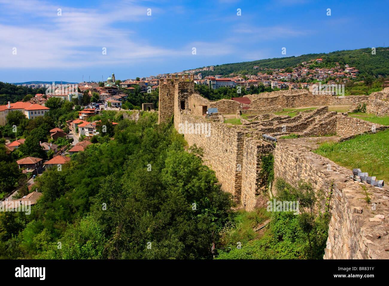 Veliko Tarnovo visto desde la Fortaleza de Tsarevets, Bulgaria Foto de stock