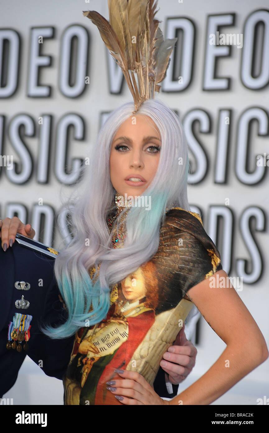 La cantante estadounidense Lady Gaga llegando al 2010 Video MTV Movie Awards en Los Ángeles el 10 de septiembre Imagen De Stock