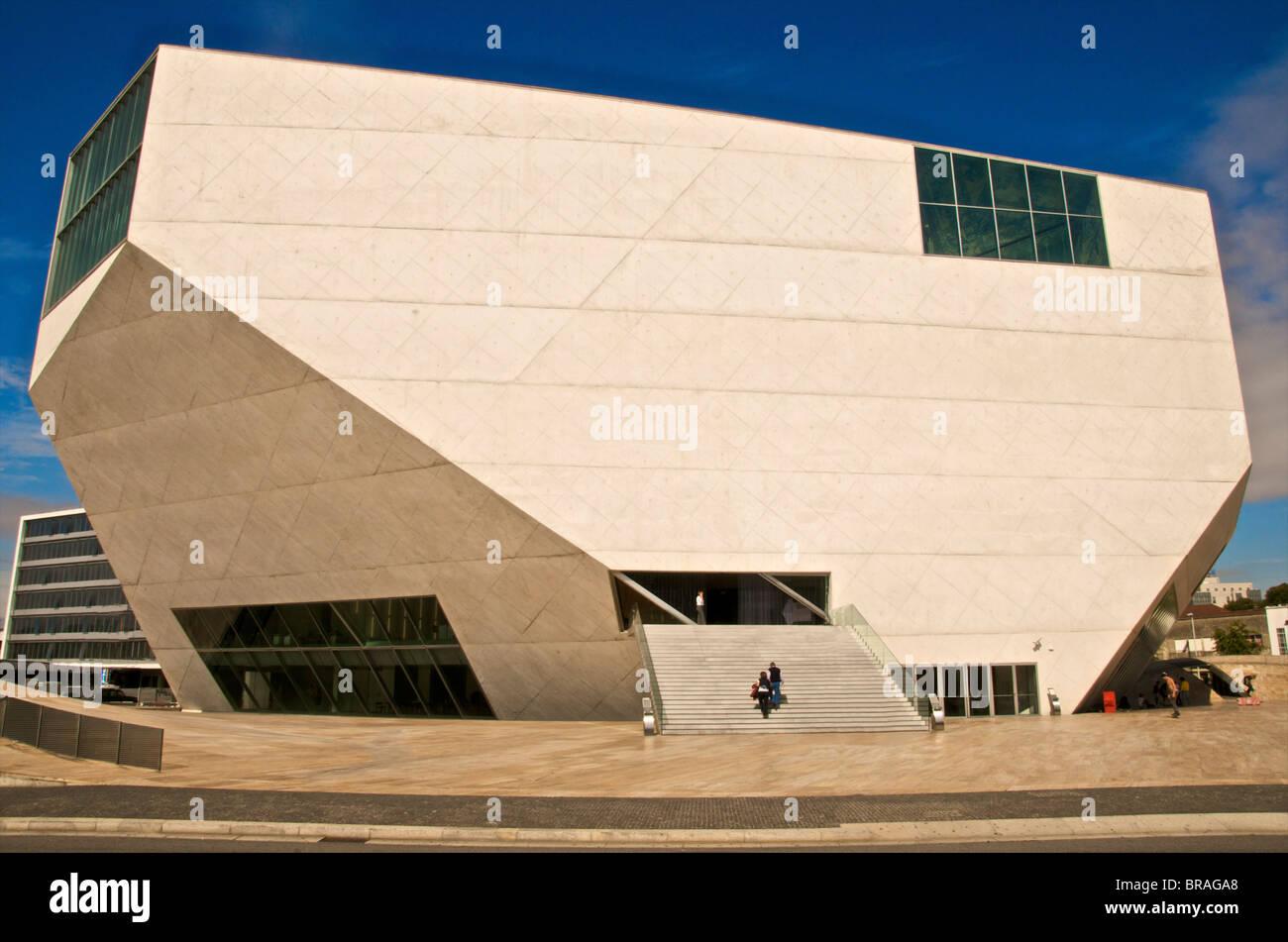 Exterior de la Casa da Musica Concert Hall, el arquitecto Rem Koolhaas, Oporto, Portugal, Europa Imagen De Stock