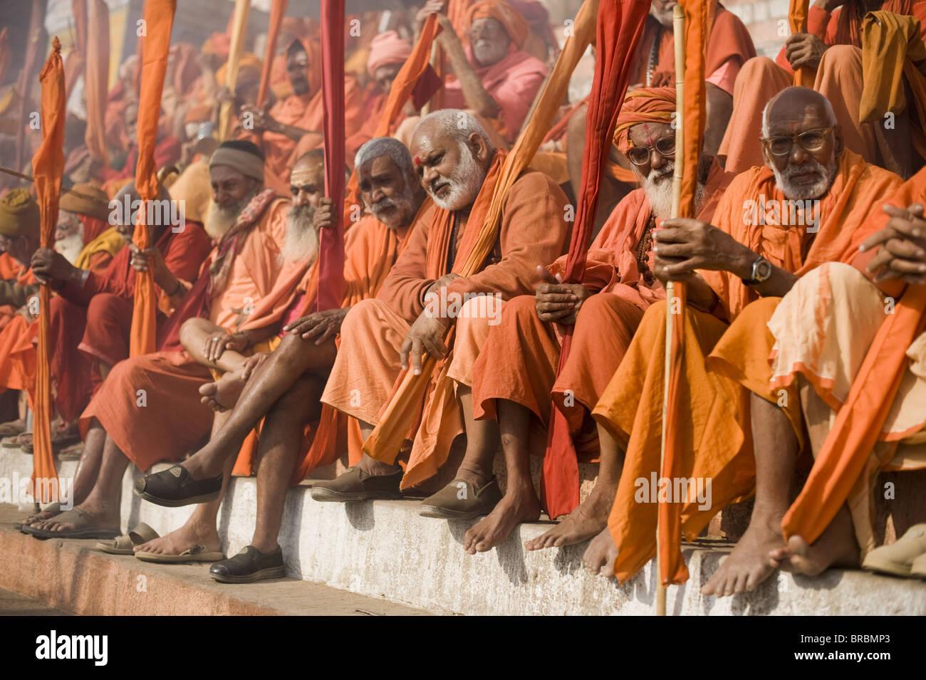 Sadhus reunidos para Shivaratri festival en Varanasi, Uttar Pradesh, India Imagen De Stock