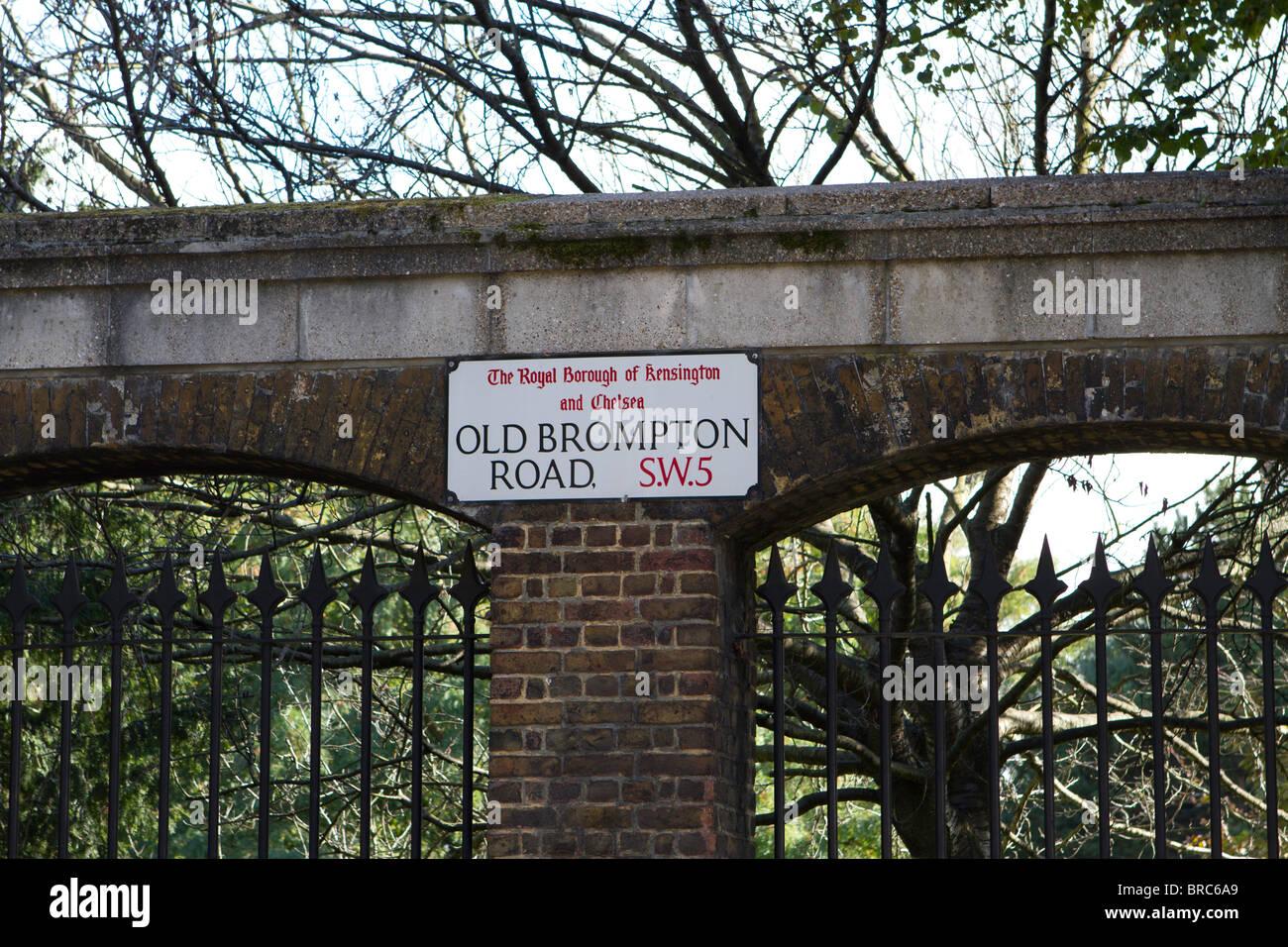 Old Brompton road sign Foto de stock