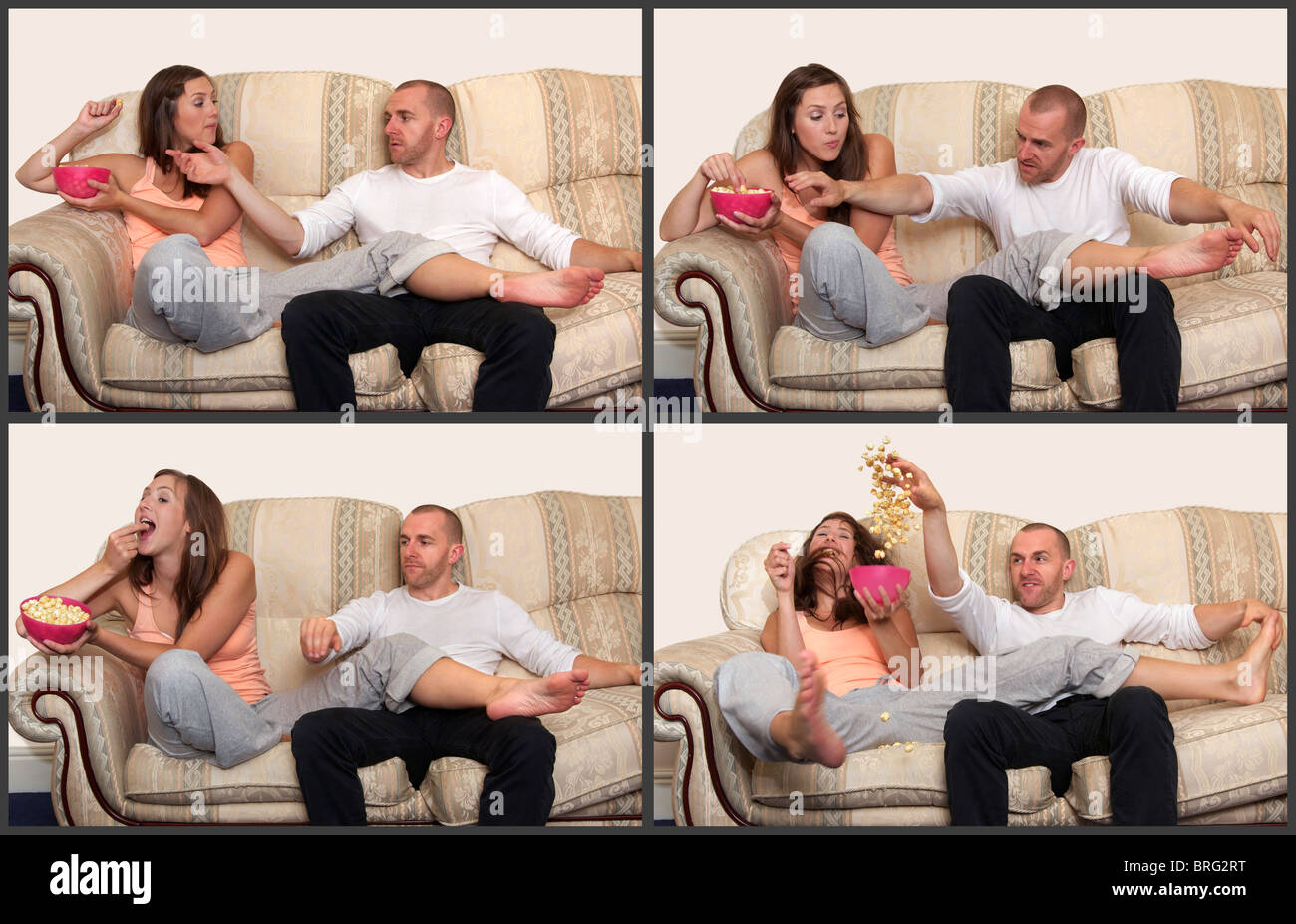 Una secuencia que muestra un hombre finalmente cosquilleo de una mujer en el sofá con el fin de llegar a las palomitas de maíz que se niega a compartir con él! Foto de stock