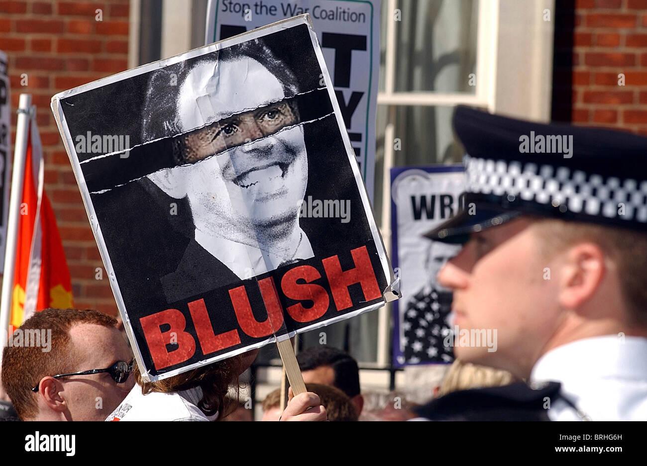 La demostración anti-guerra en Grosvenor Square, Londres, 5-4-2003. Foto por John Robertson-Tel.07850 931219. Imagen De Stock