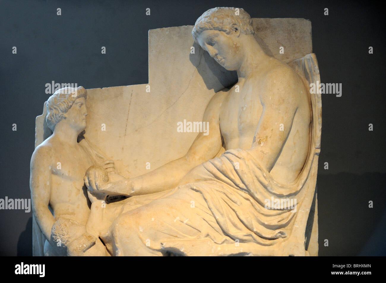 Escena de despedida final del siglo VI A.C. en el Museo Arqueológico de Estambul. Imagen De Stock