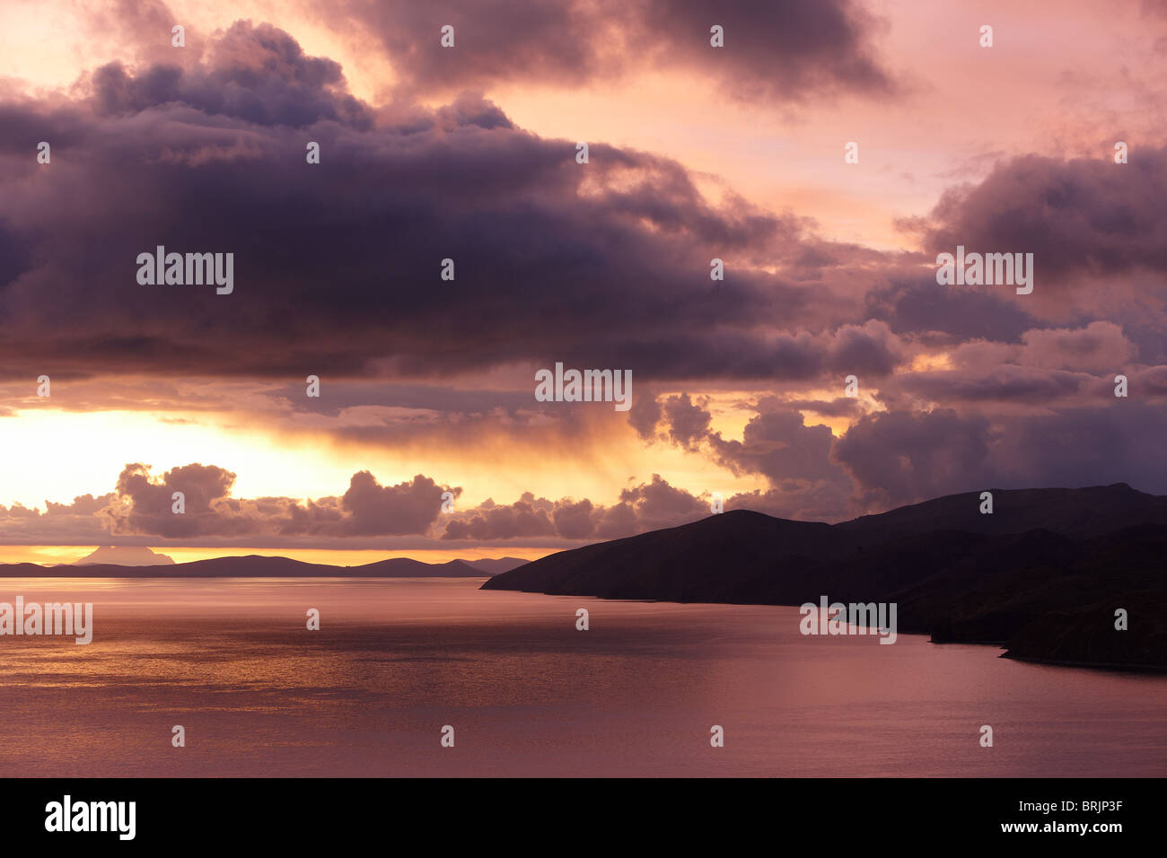 Al amanecer del lago Titicaca, Bolivia Imagen De Stock