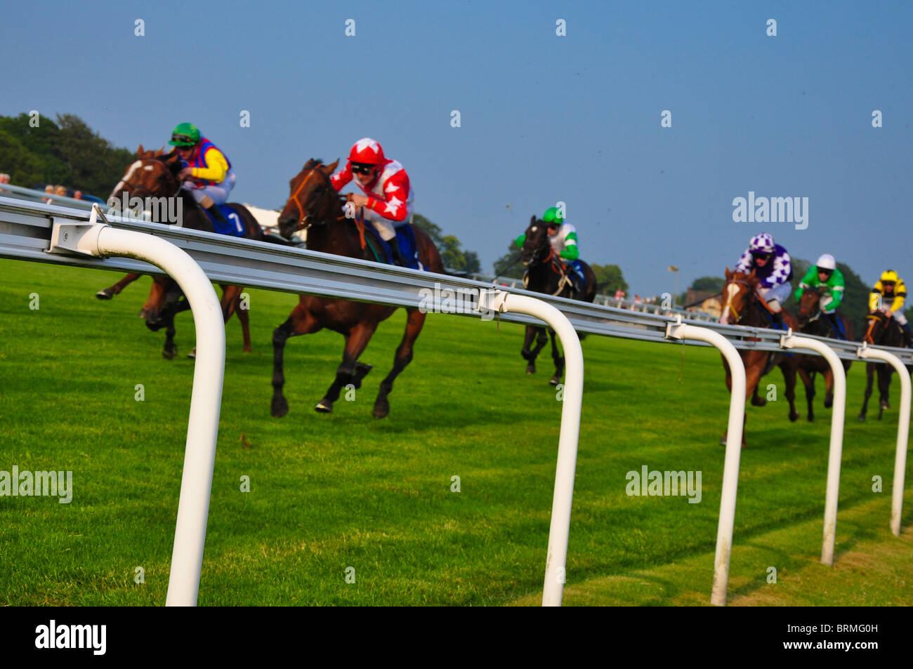 Las famosas carreras de caballos en el hipódromo de Epsom Imagen De Stock