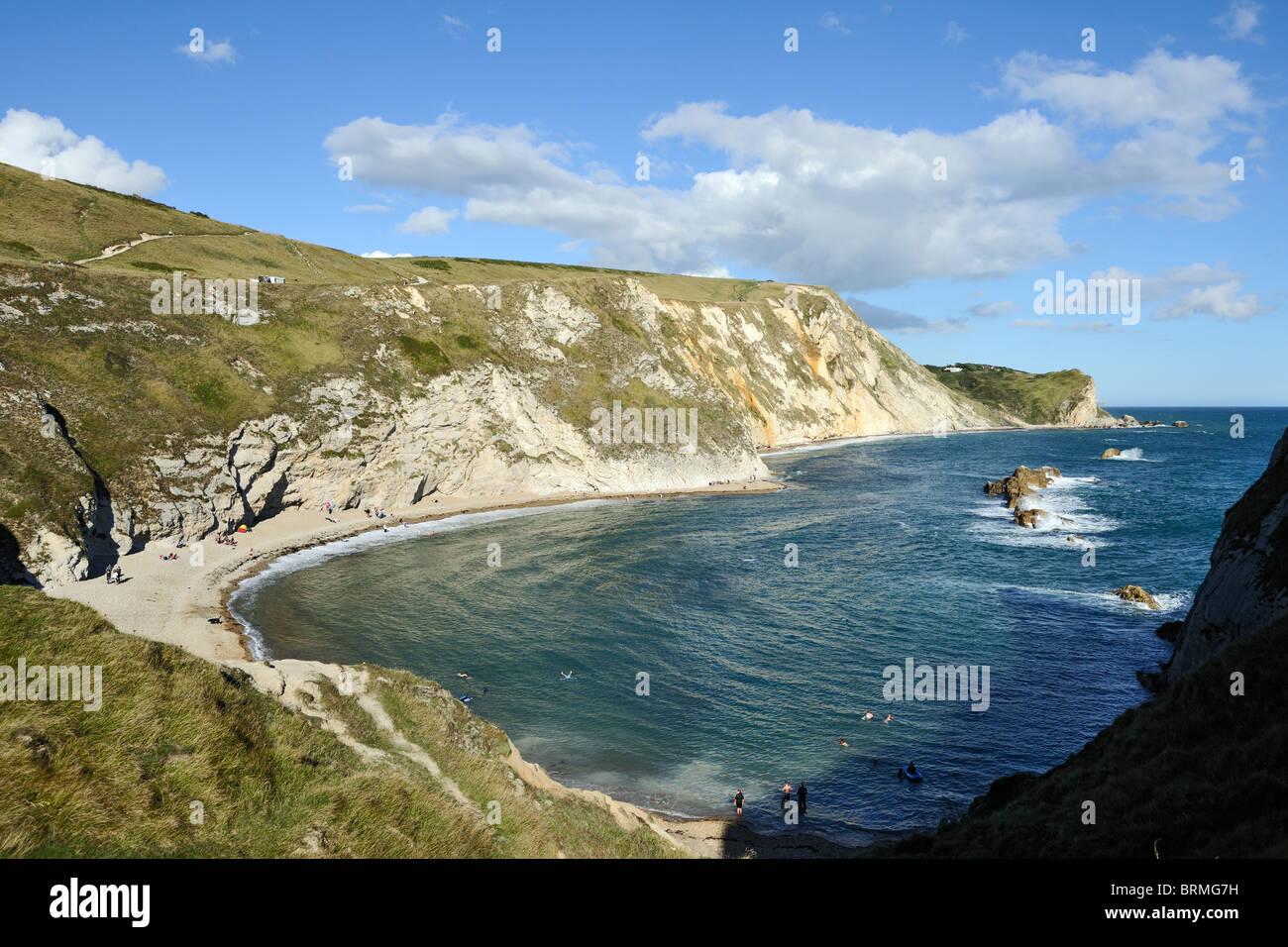 Imponentes acantilados de tiza en la ruta de la costa este de Durdle Door, Dorset, Inglaterra Foto de stock